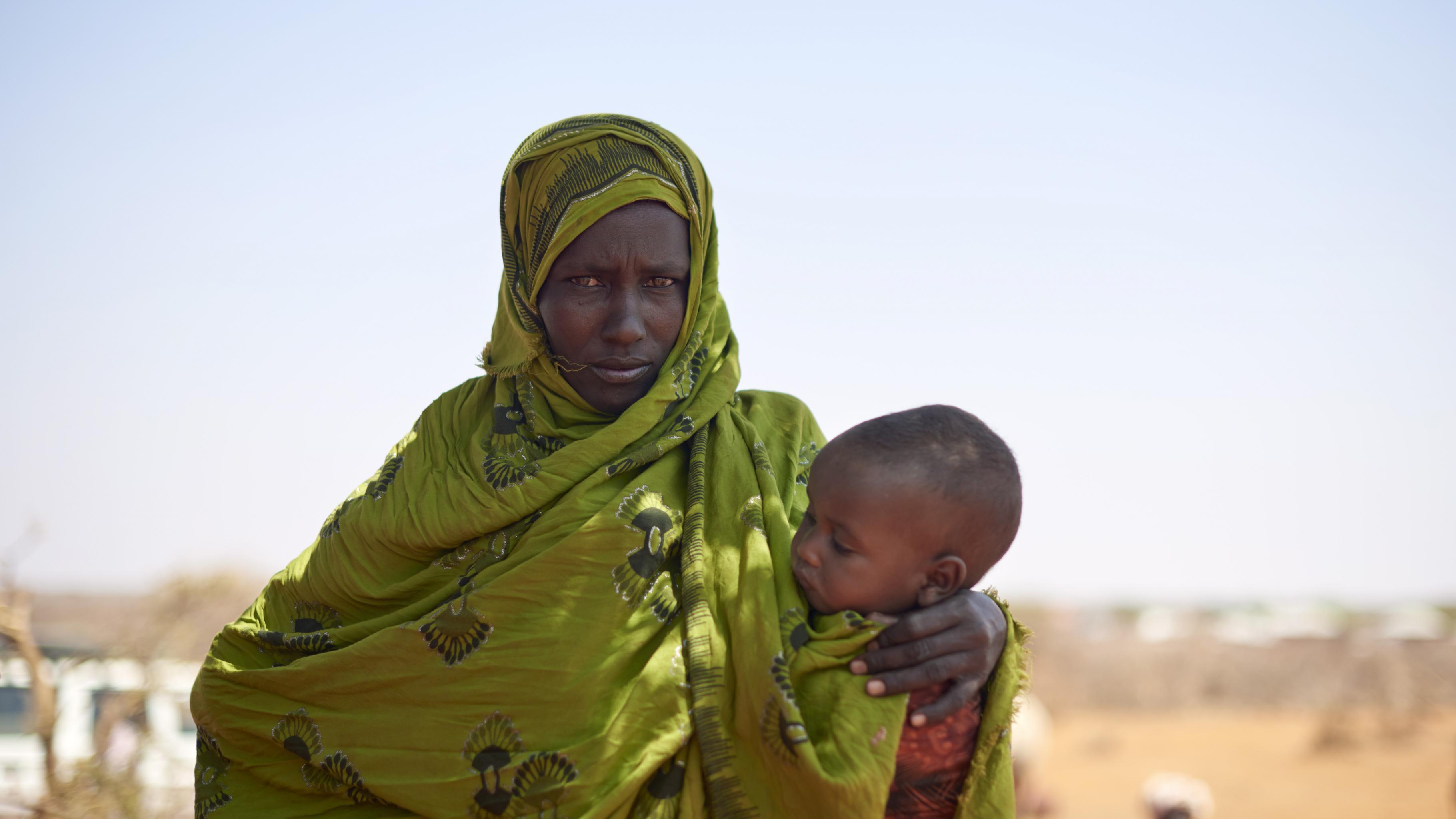 Hungerkrise in Ostafrika: Aufgrund der Dürre benötigt Maryama Nahrung und Wasser für ihr Kind