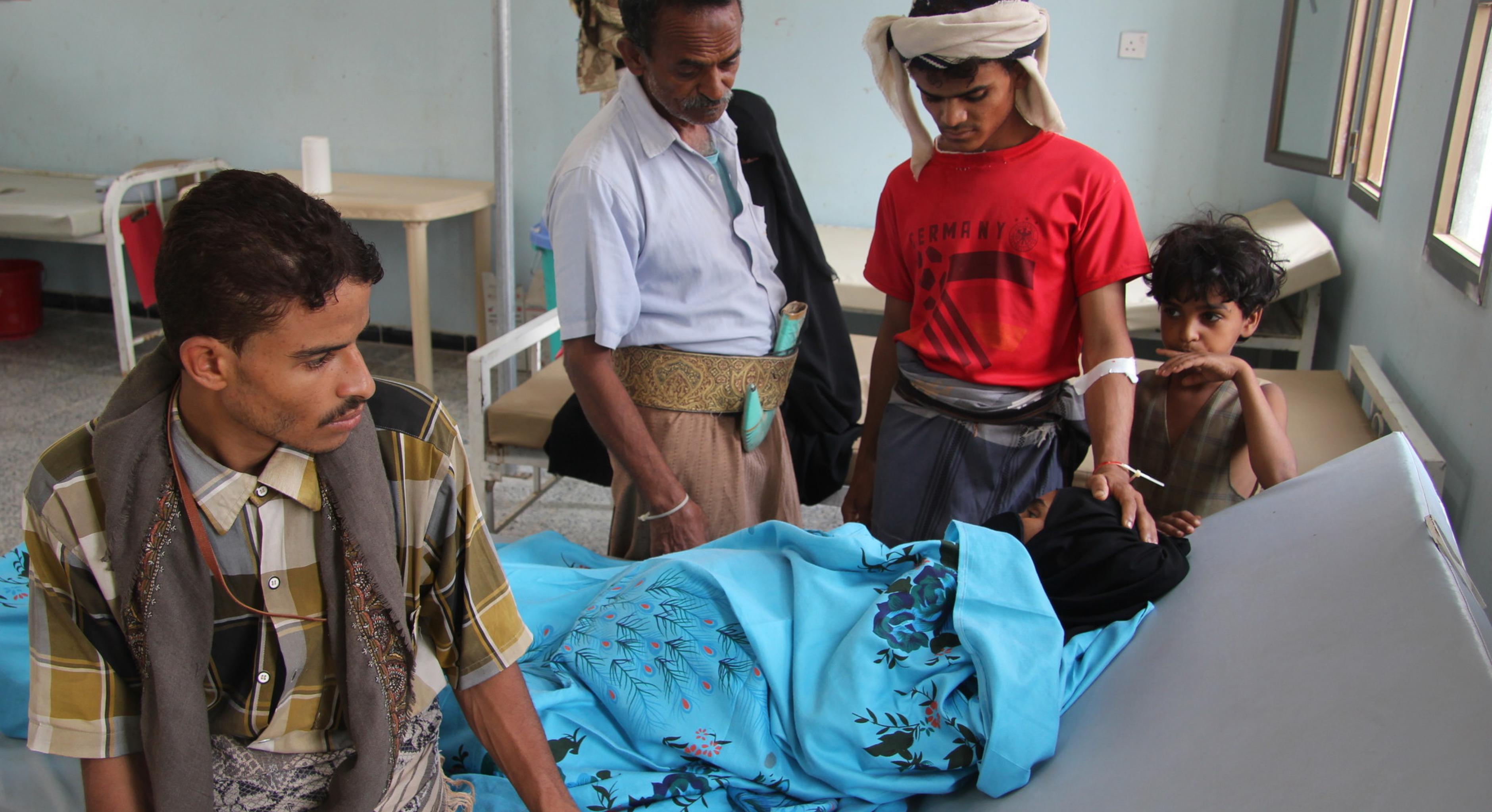 Badriya mit ihrer Familie in einem Cholera-Behandlungszentrum