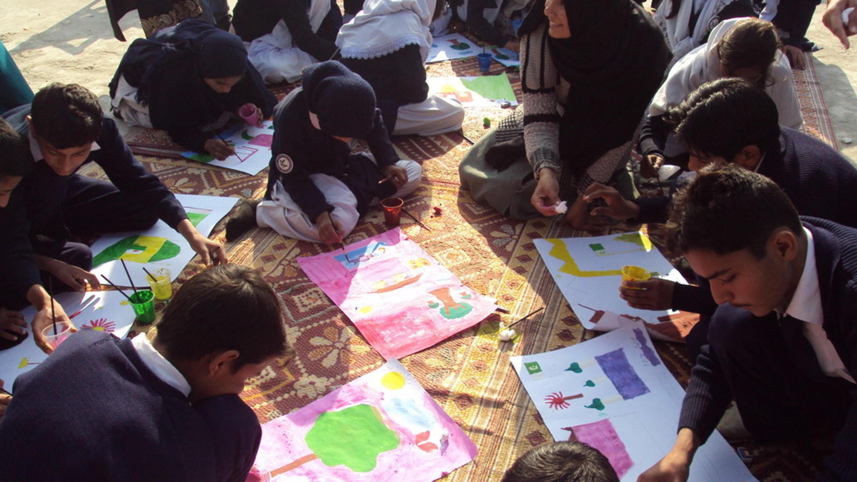 Kreative Methoden wie Zeichnungen fördern den Gedankenaustausch