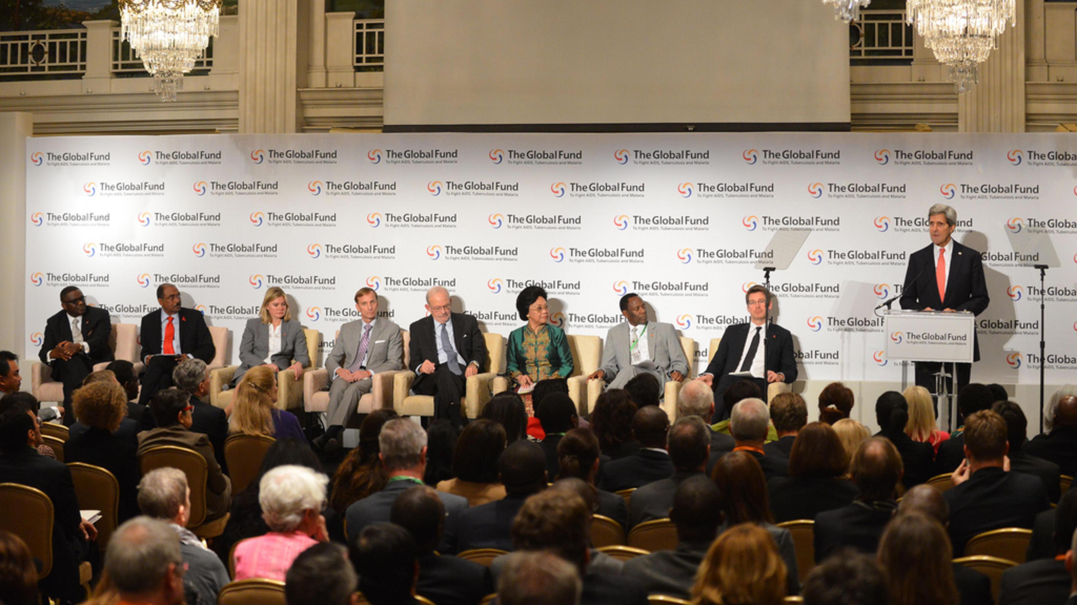 Foto: US-Außenminister Kerry spricht bei d Geberkonferenz des Globalen Fonds