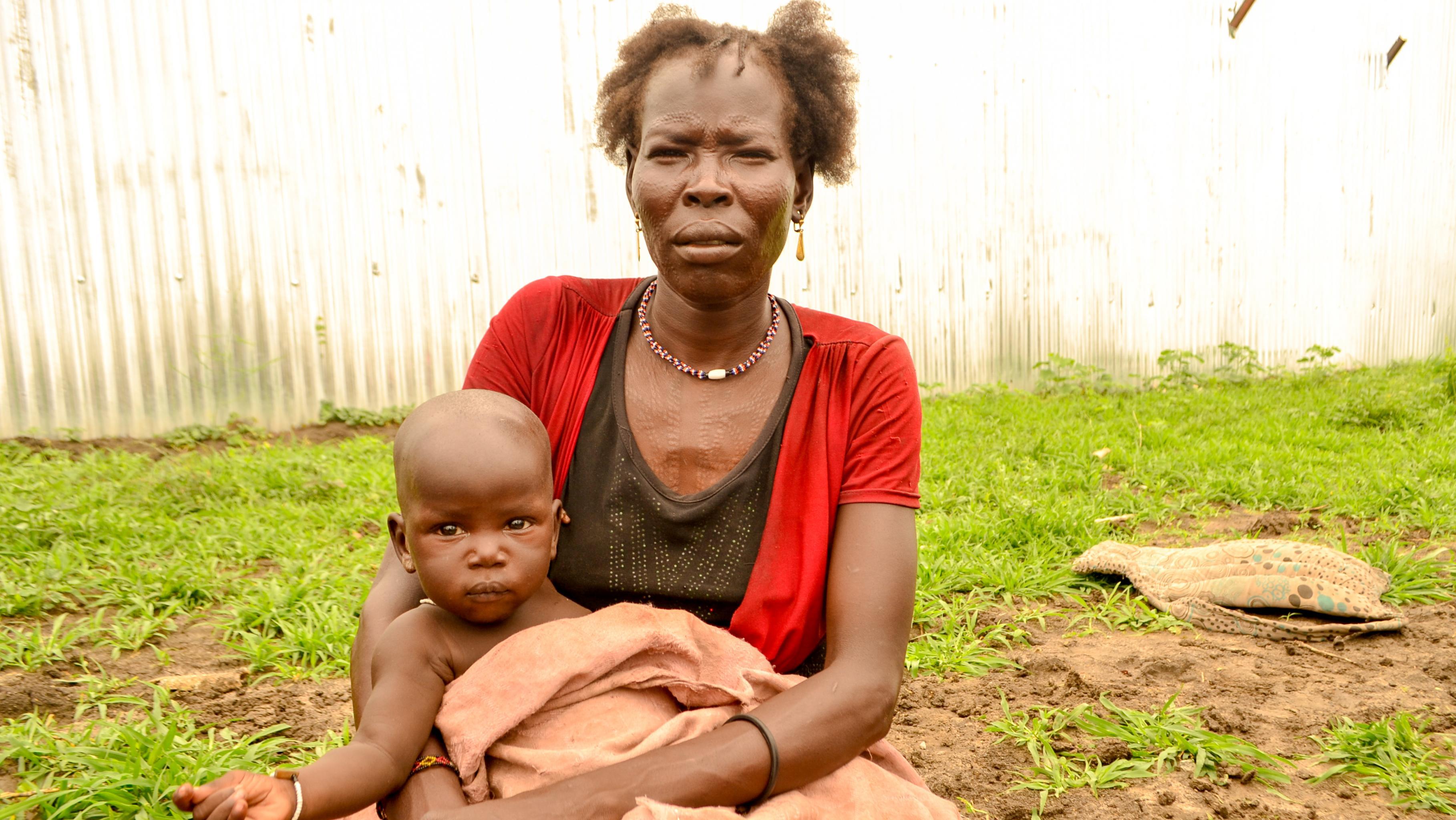 Die 36-jährige Witwe Aria mit einem ihrer fünf Kinder