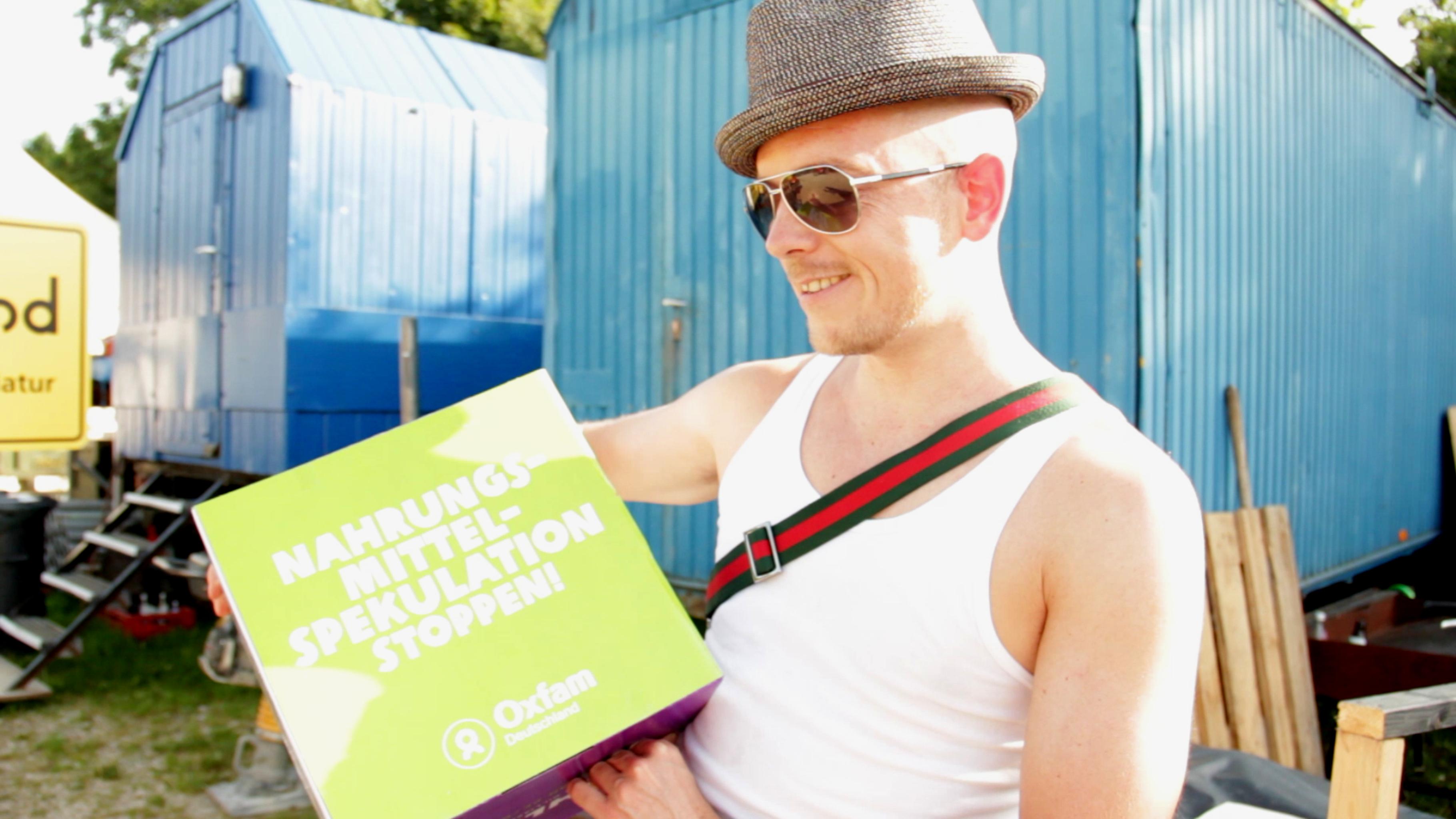 Jan Delay unterstützt Oxfam Kampagne gegen Nahrungsmittelspekulation.