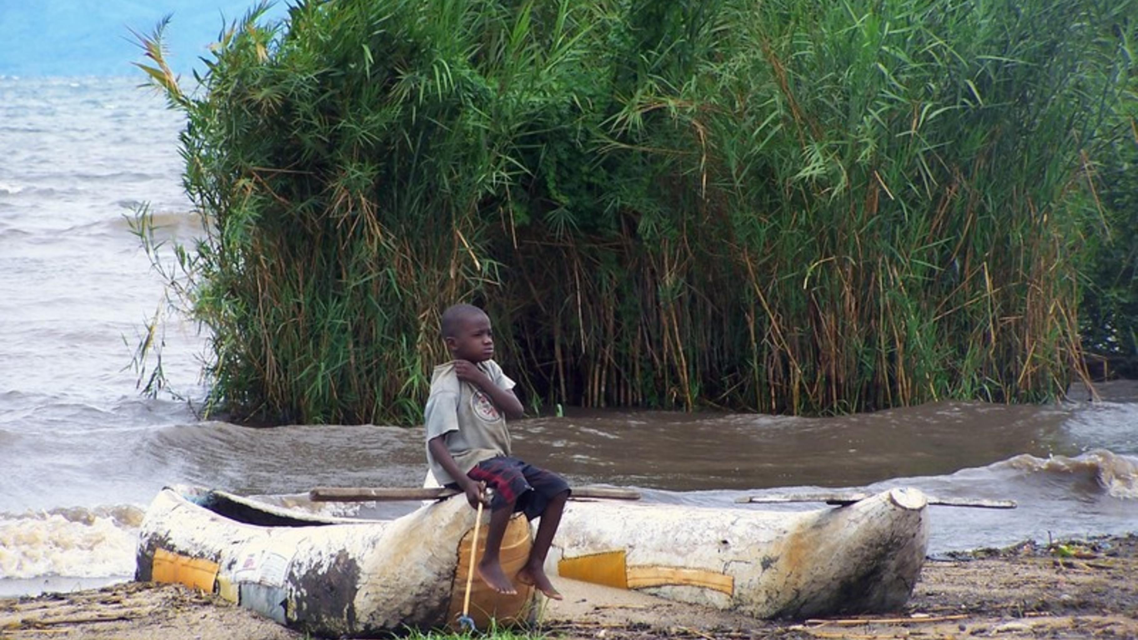 Durch den Klimawandel gehen die Fischbestände im Malawisee zurück.