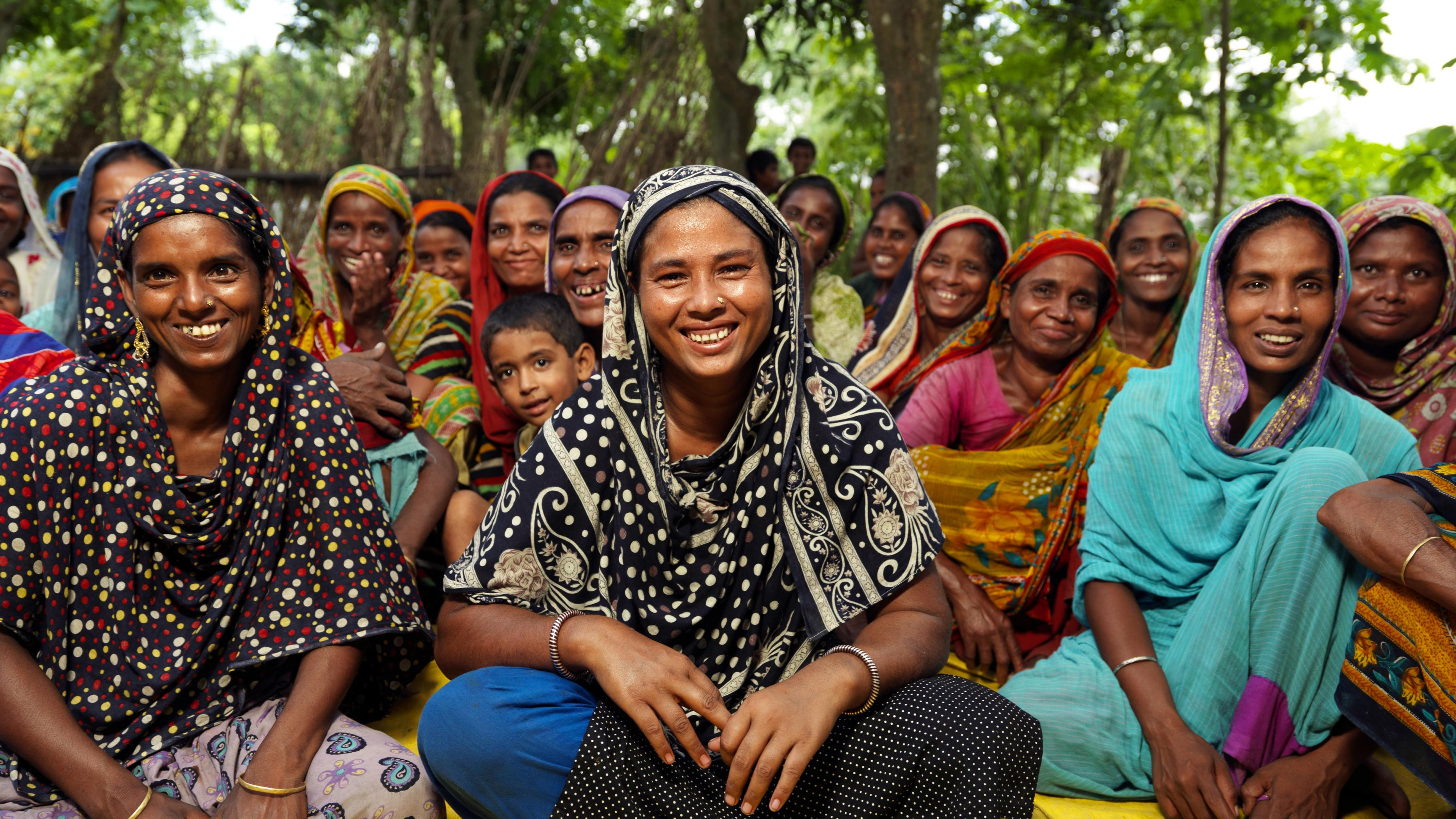Mitglieder des Frauen-Clubs ADDA in der Stadt Char Saydabad in der Region Shirajganj in Bangladesch.