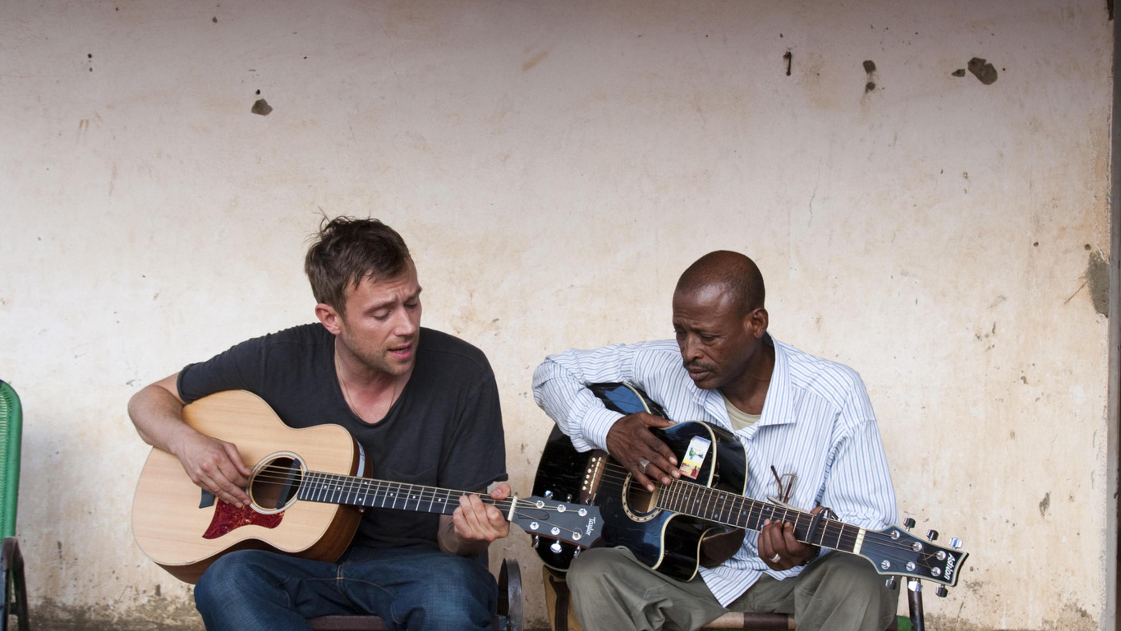 Damon Albarn und Afel Bocoum machen gemeinsam Musik