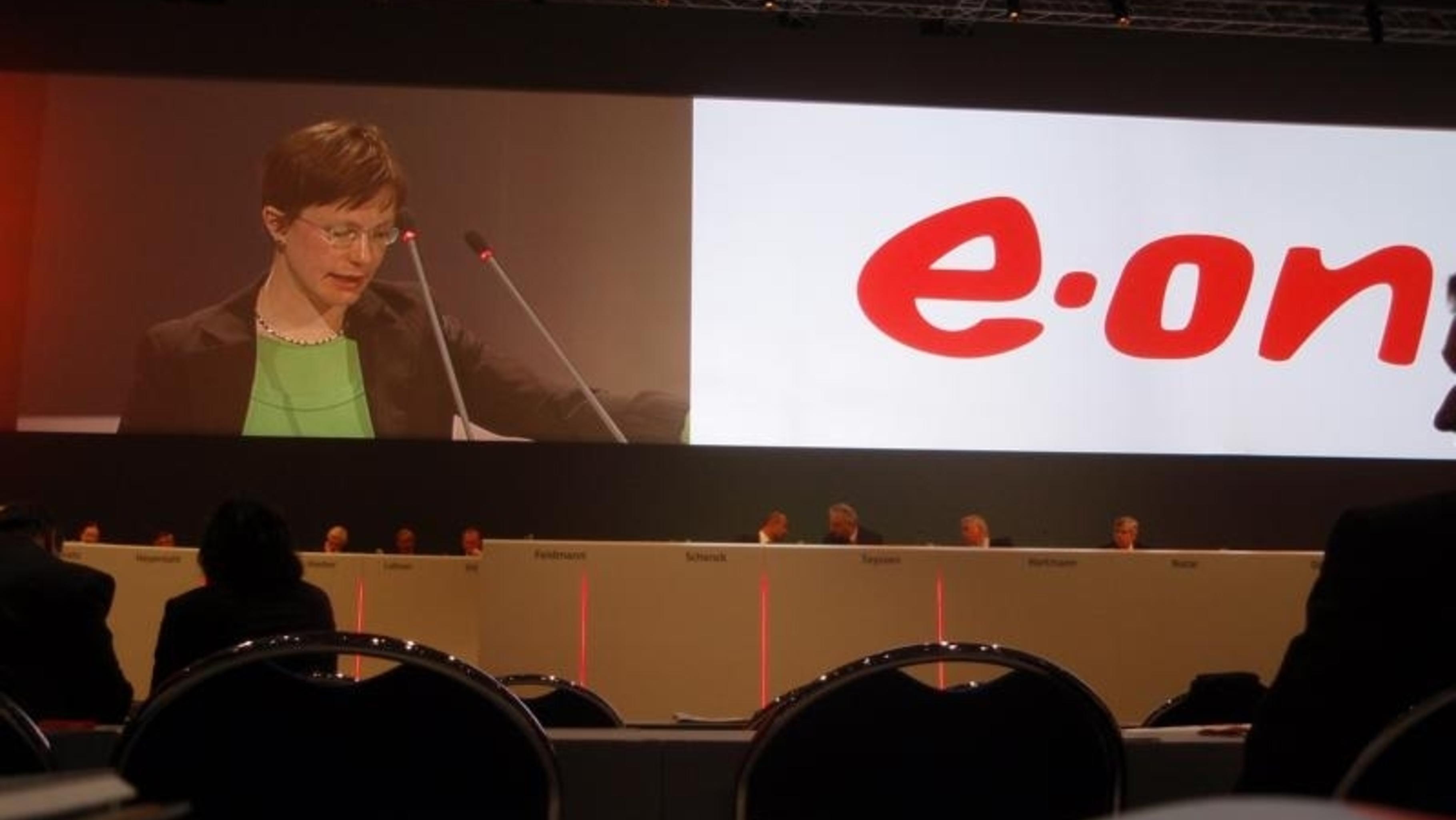 Foto: Ann-Kathrin Schneider spricht auf der E.ON-Hauptversammlung