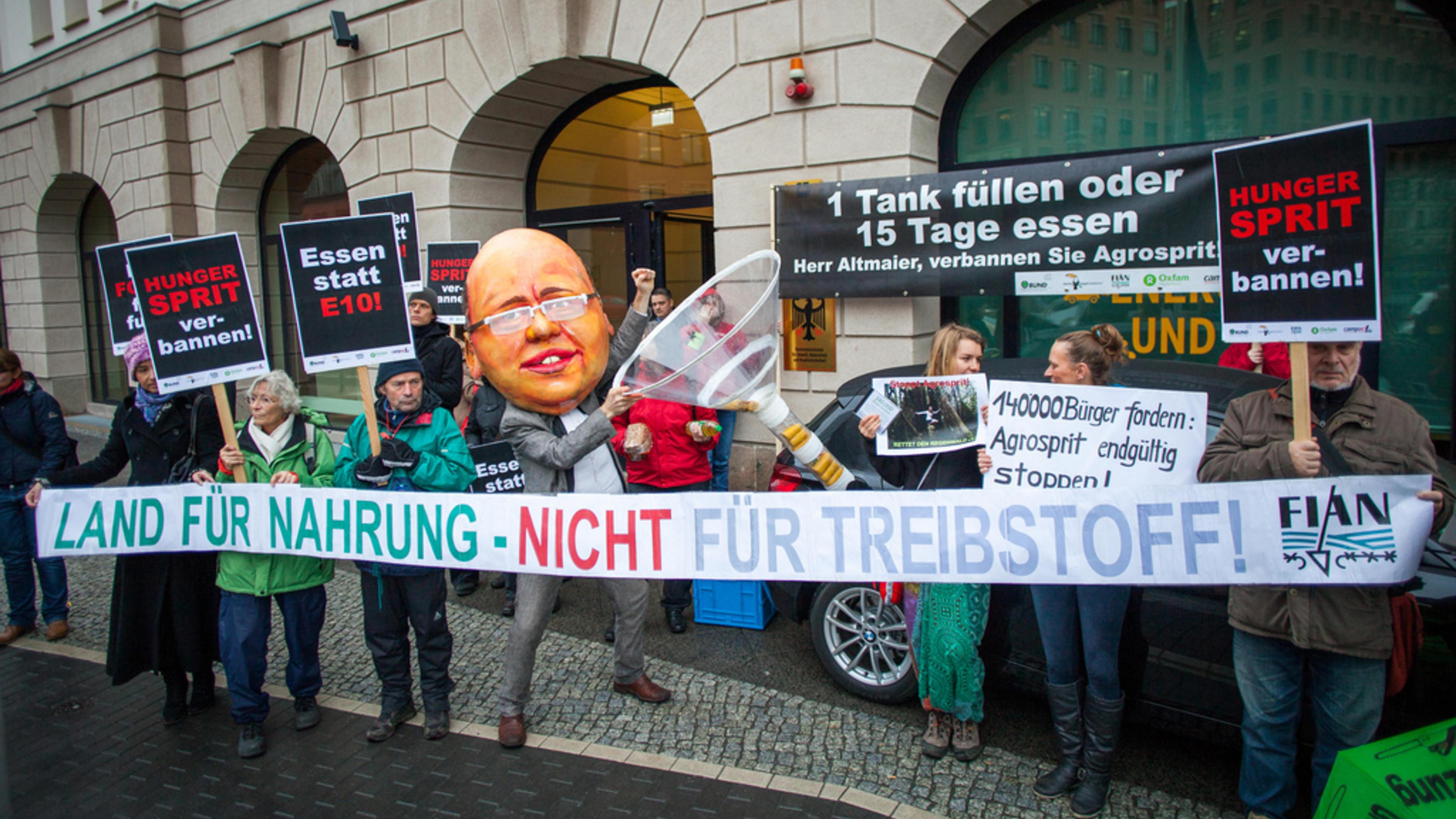 Foto: Aktion gegen die Förderung von Agrosprit