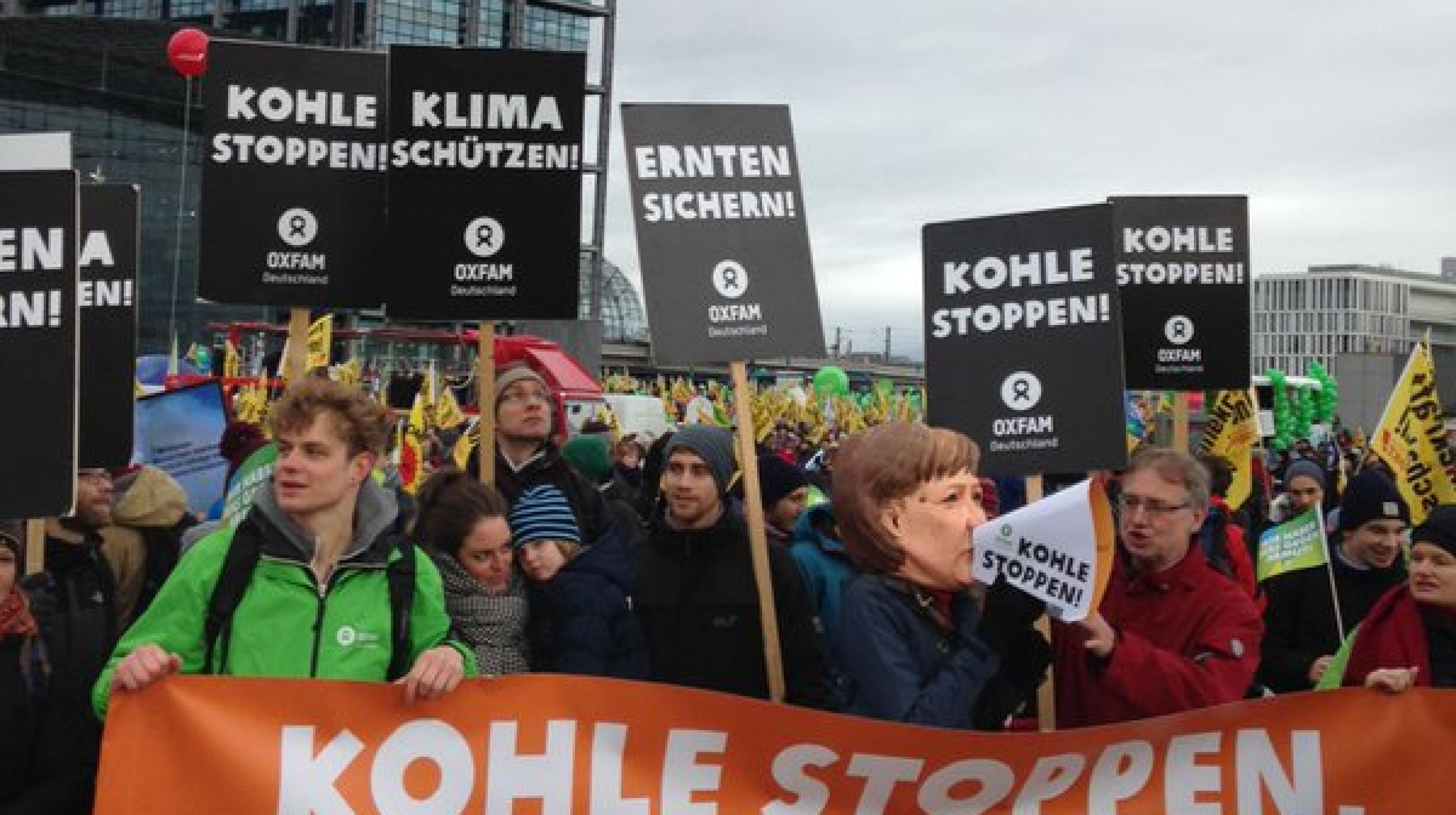 Oxfam-Aktivisten/Innen beim Global Climate March in Berlin, 29.11.2015