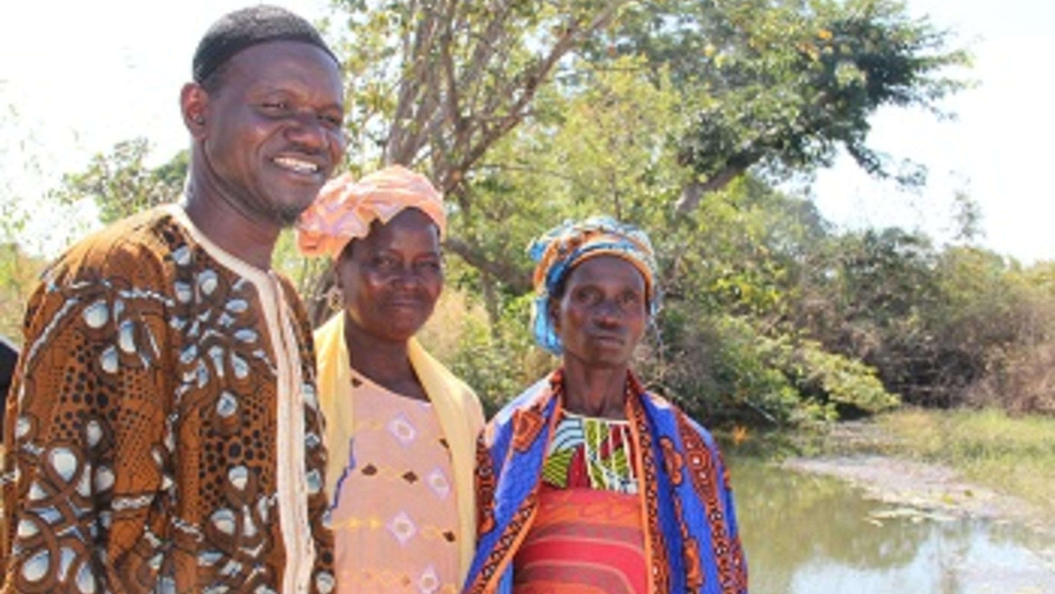 Abdoulaye Dembelé von Stop Sahel und die Schwestern Dembo und Bamakau Dasira.