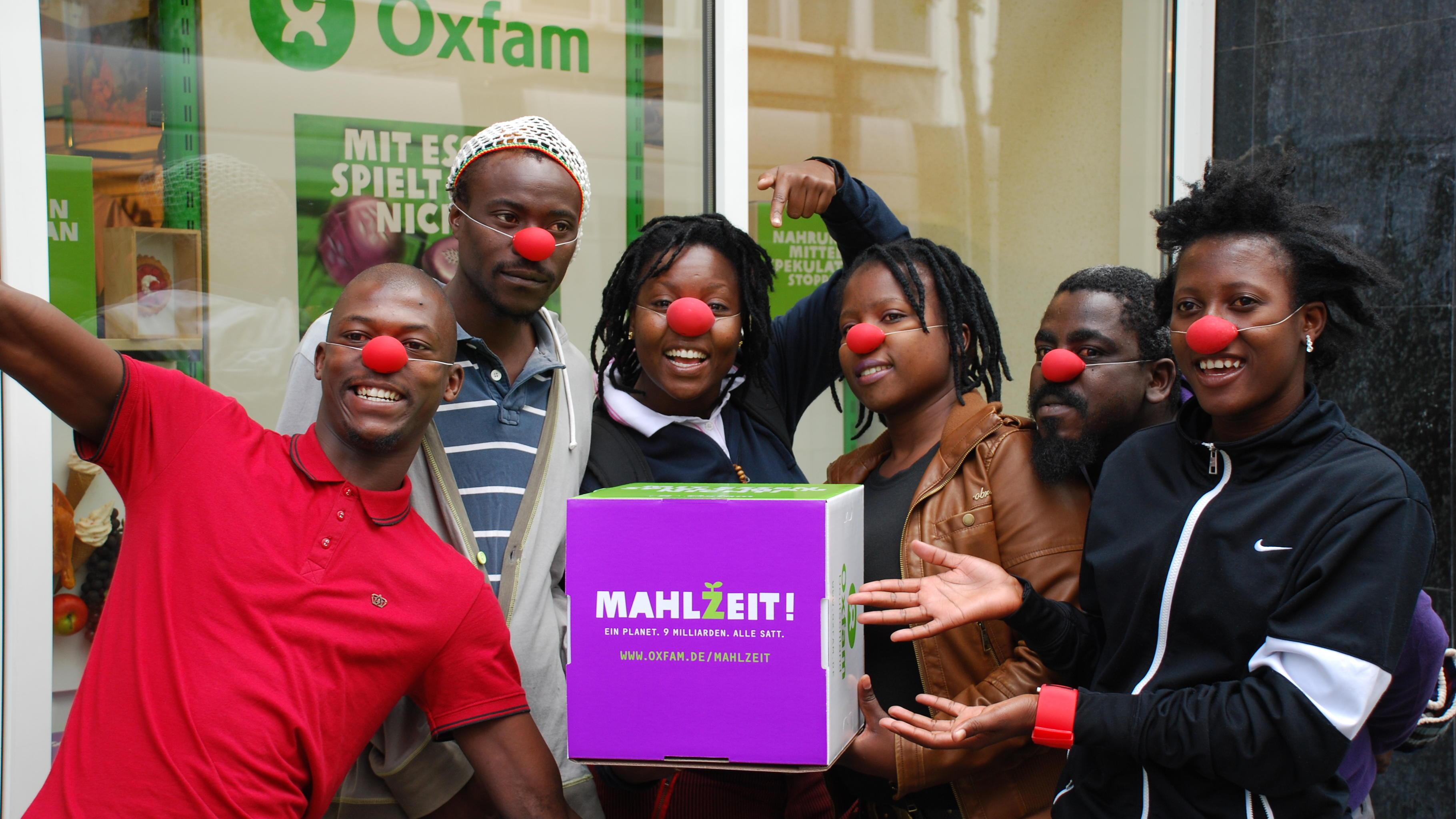 Clowns beim Aktionstag im Oxfam Shop Düsseldorf-Pempelfort