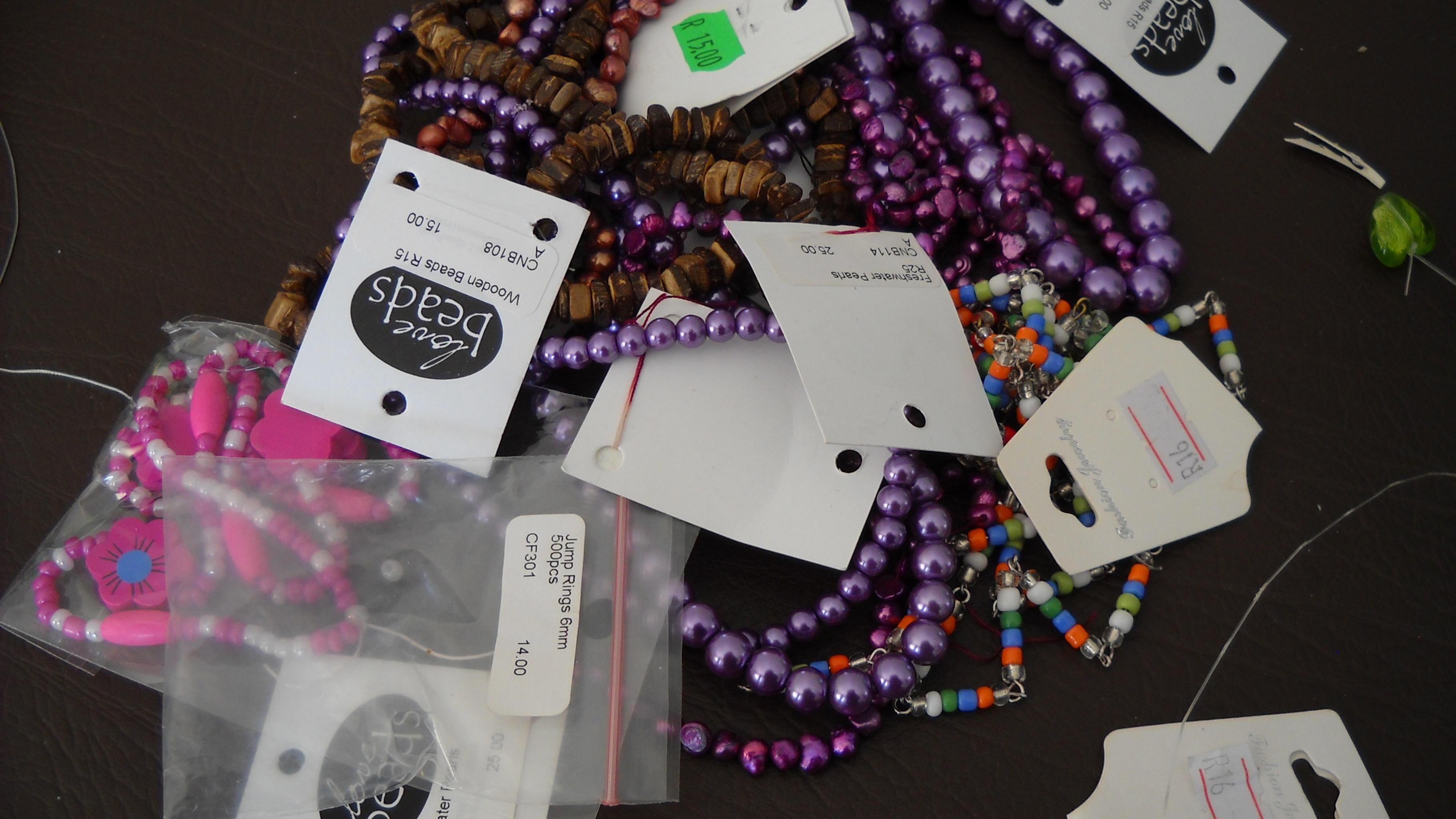 Einkommen für misshandelte Frauen durch Herstellung und Vermarktung von Perlensc
