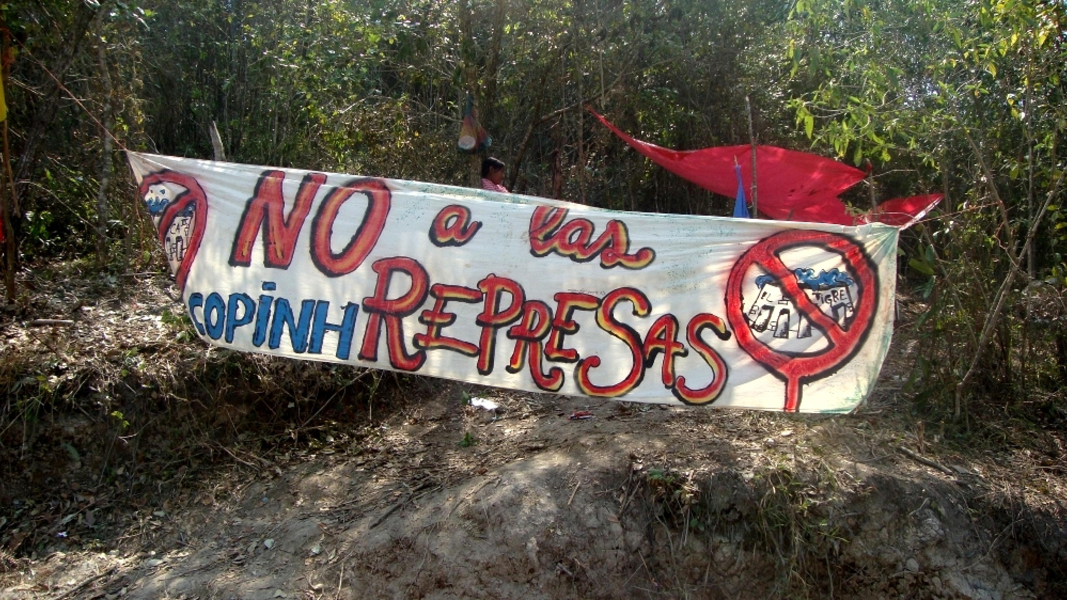 Ein Plakat der Menschenrechtsorganisation COPINH fordert: Nein zu den Staudämmen
