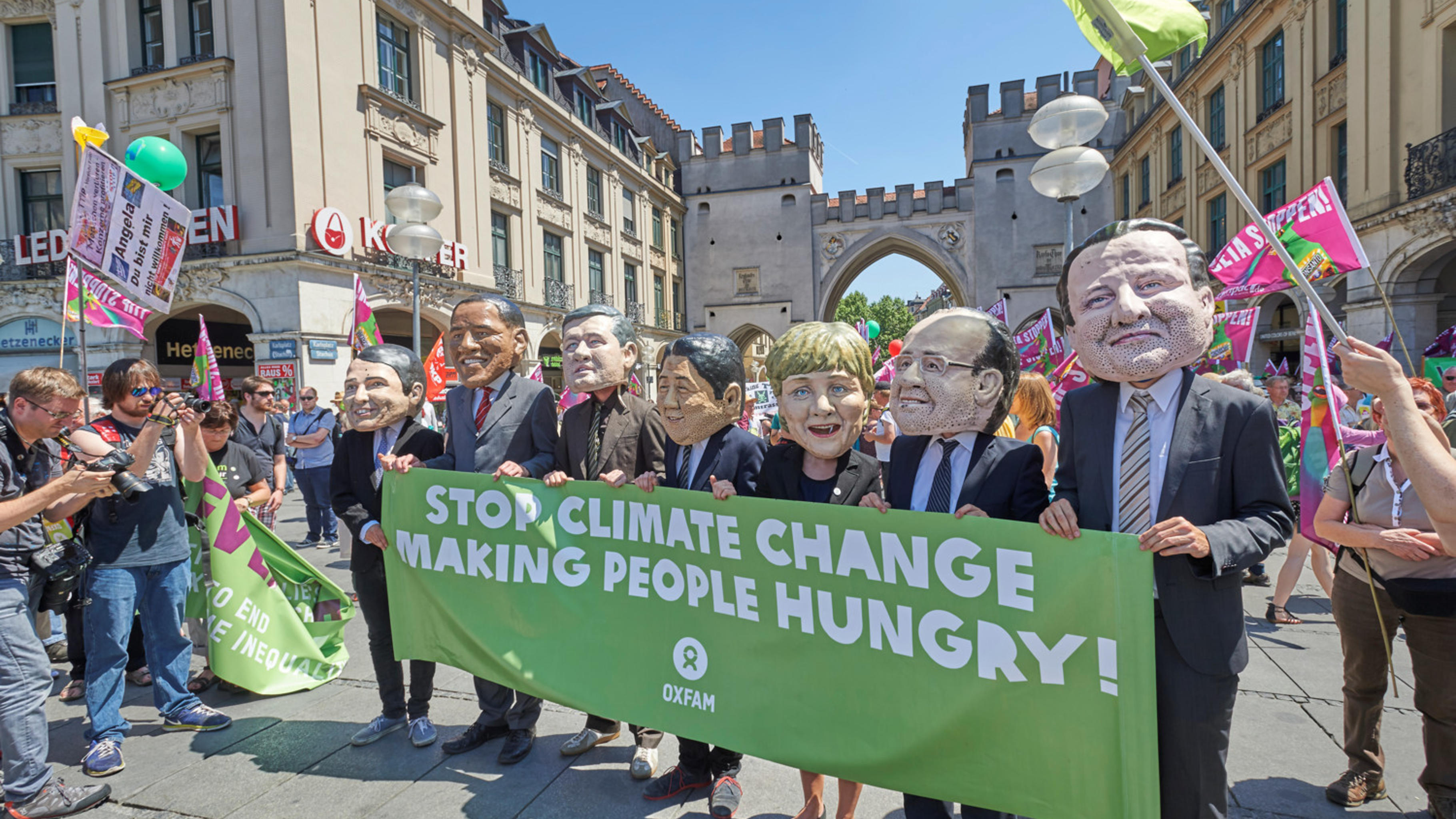 Oxfam auf G7-Demo in München