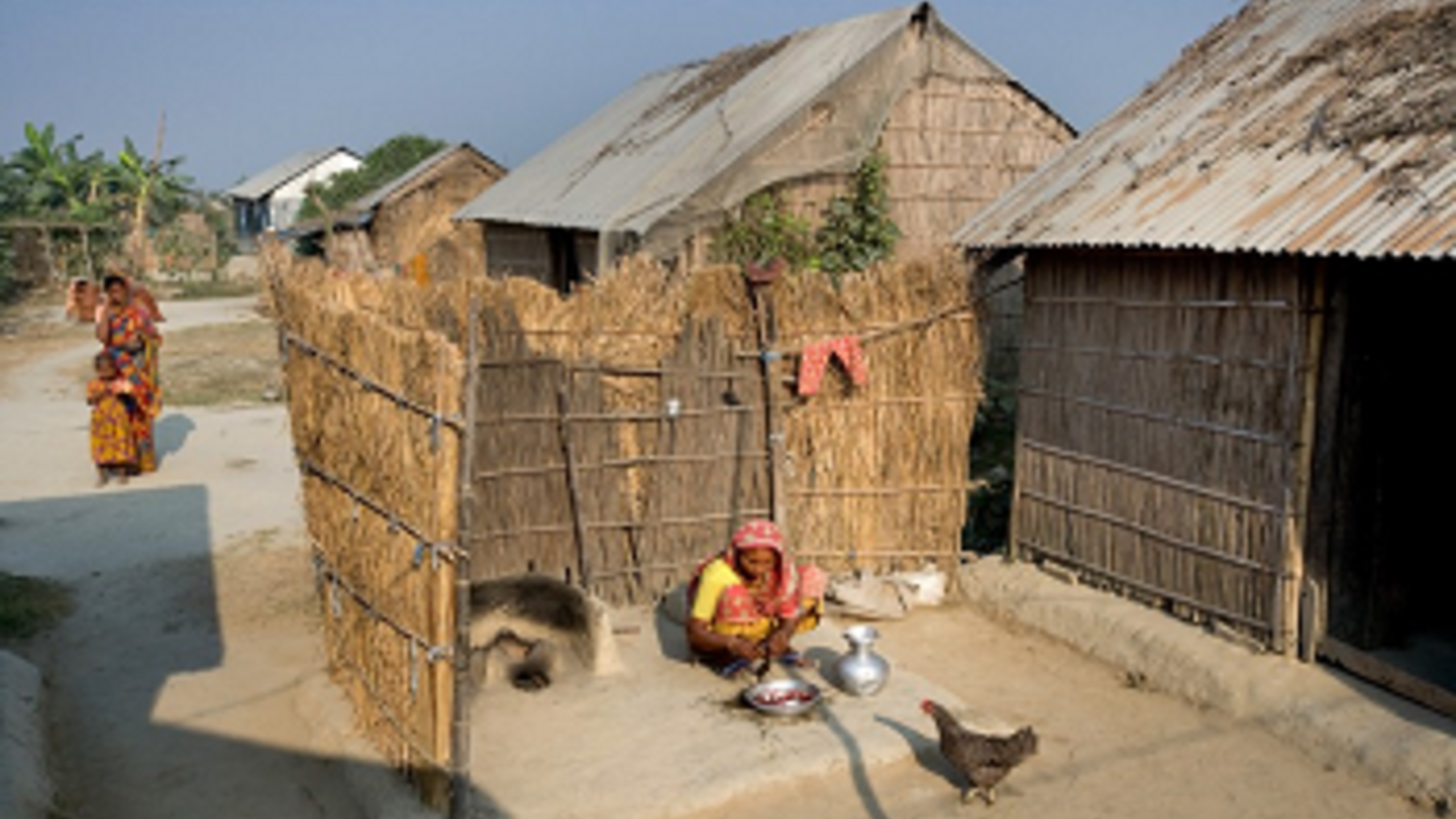 Hasina Begums vor ihrem jetzigen Haus.