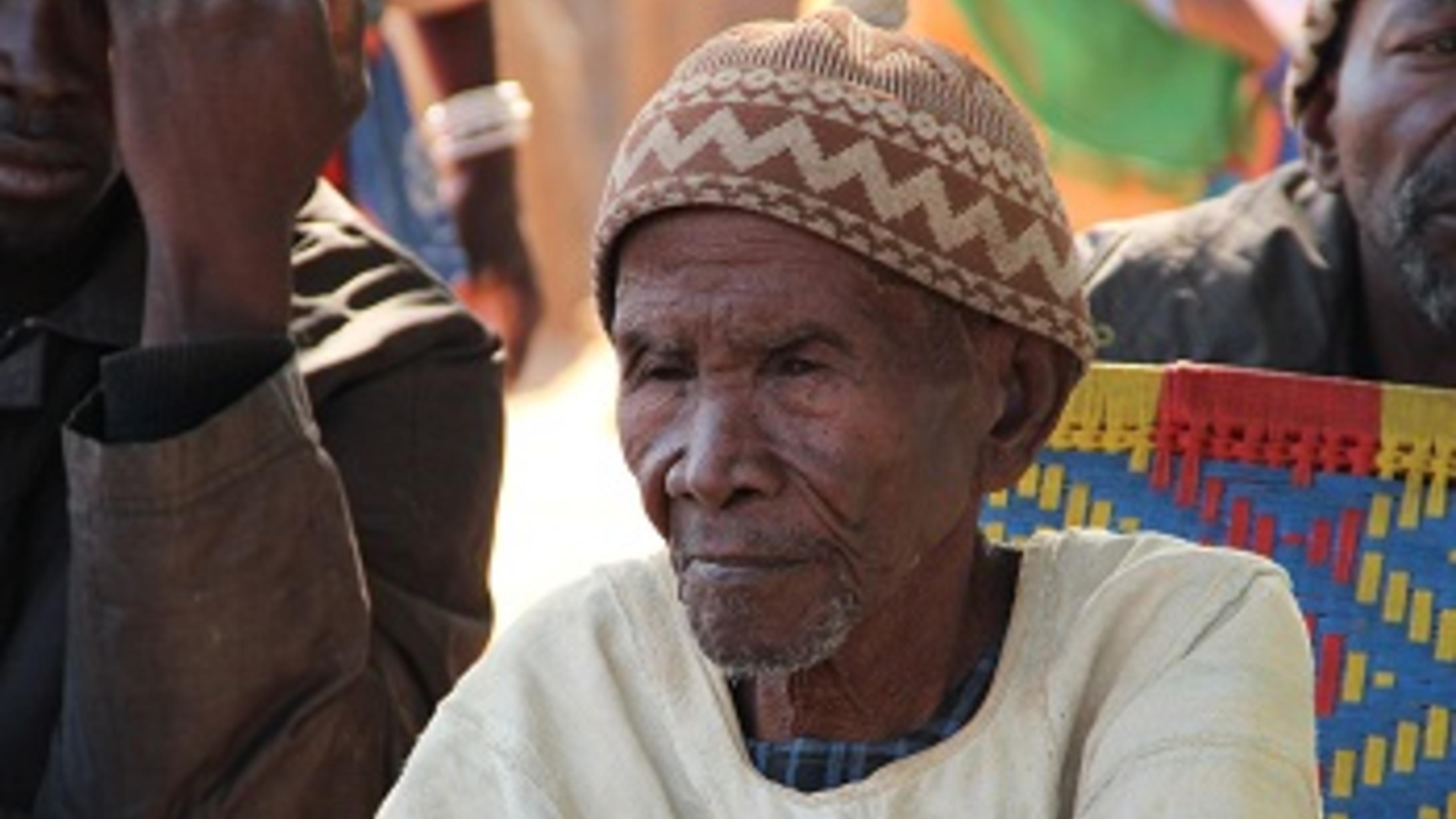 Birame Dembelé ist 100 Jahre alt und so eine kurze Regenzeit sah er noch nie.