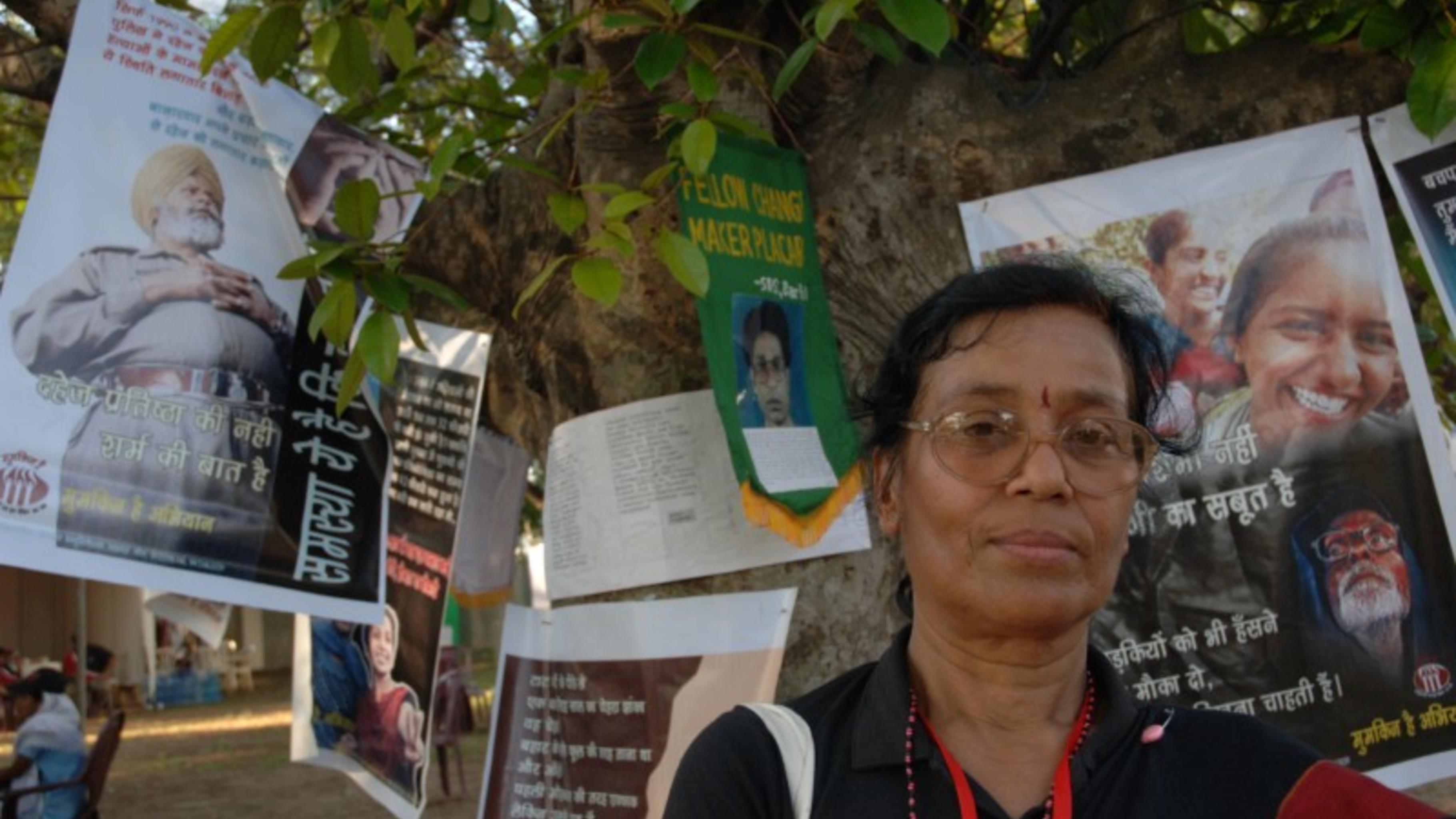 Foto: protestierende Frau in Sri Lanka