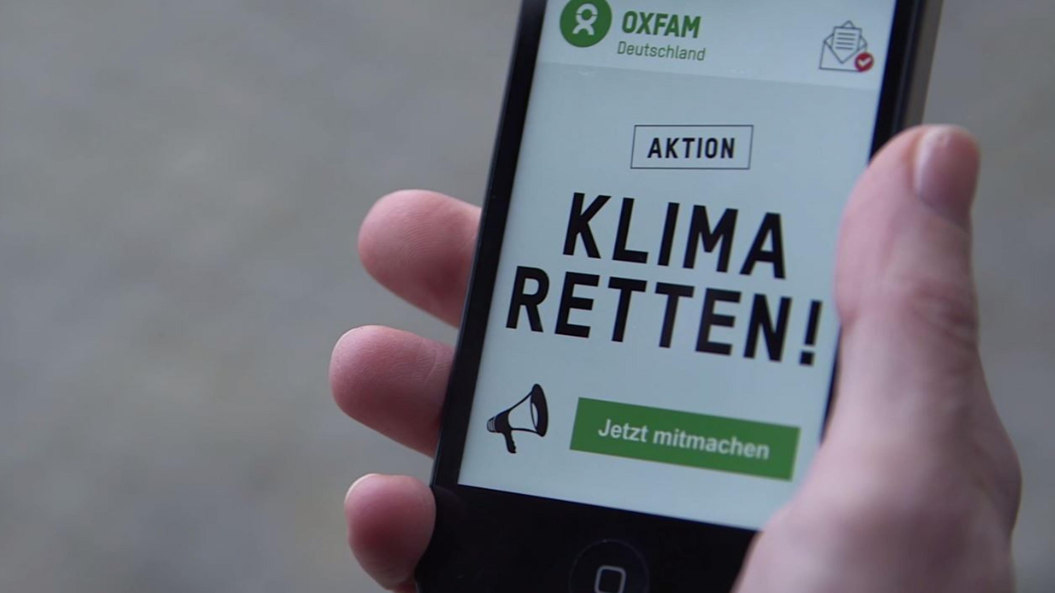 Smartphone mit Aufschrift: Aktion Klima retten!