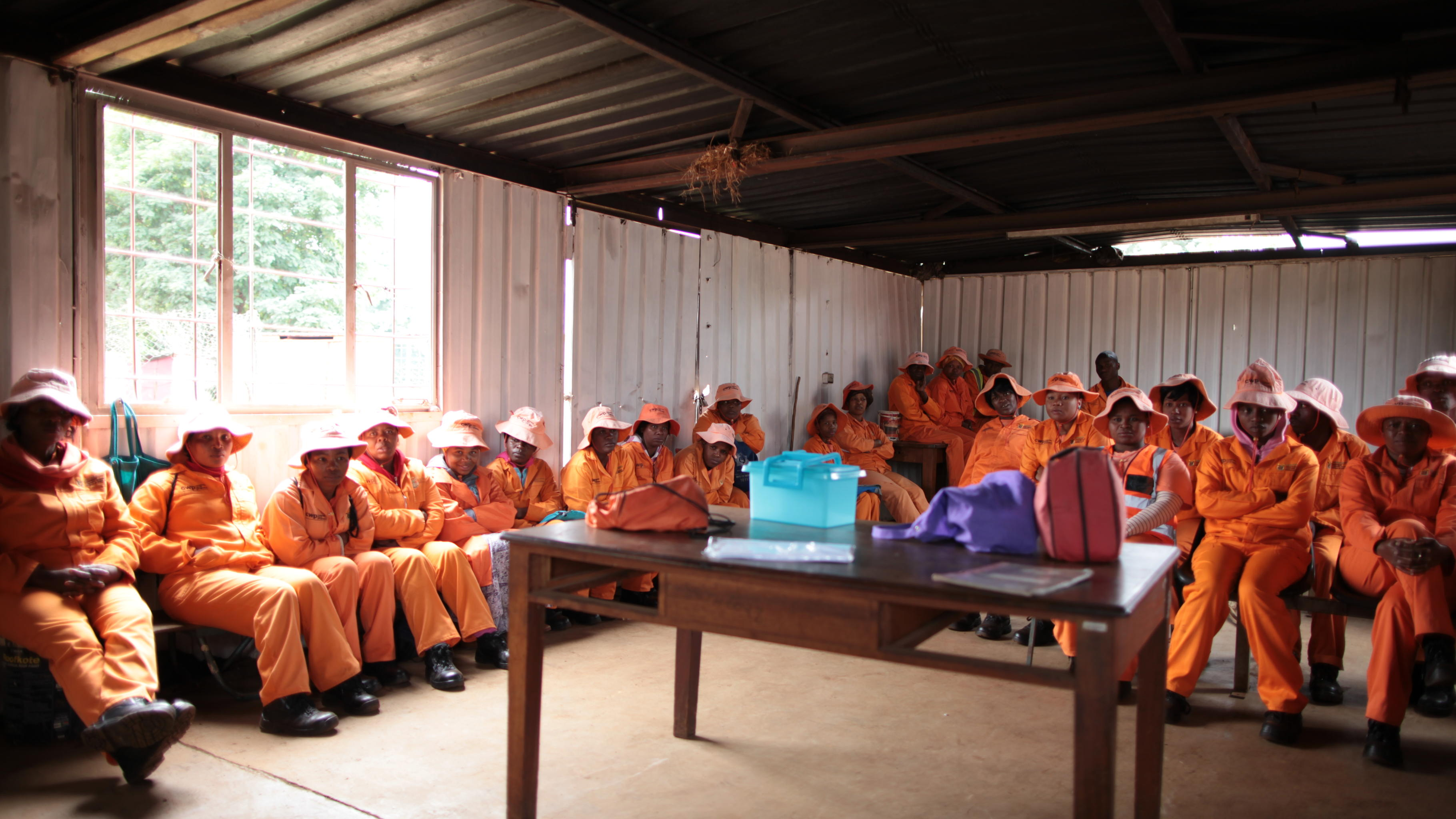 Besprechung ehrenamtlicher Helfer/innen in Soweto. @ Carla Meurer