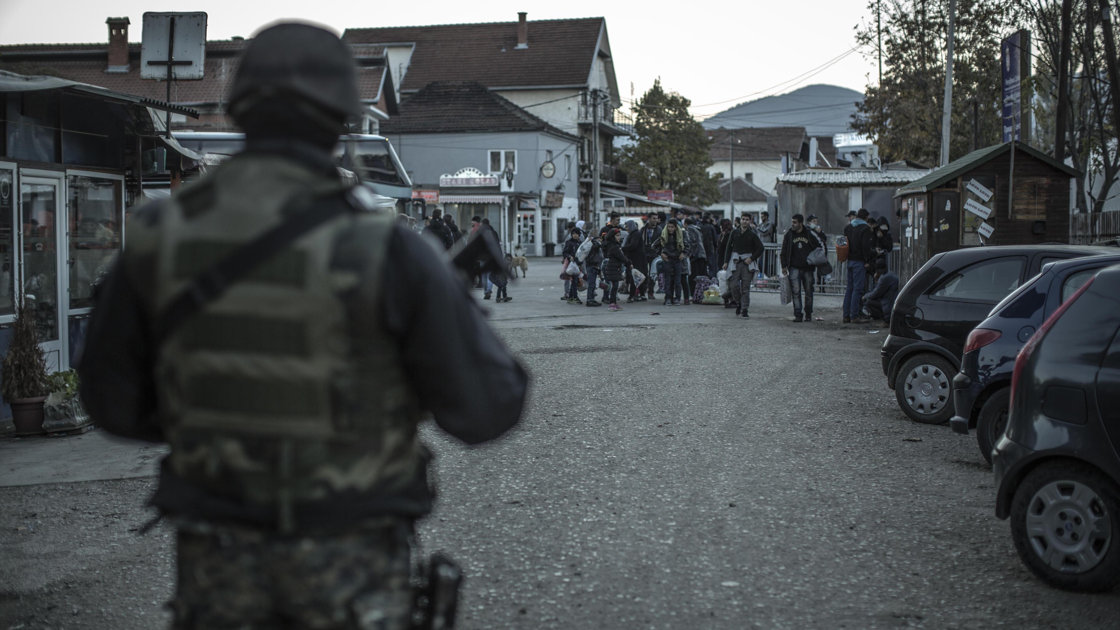 In Presevo an der serbisch-mazedonischen Grenze kommen Flüchtlinge an