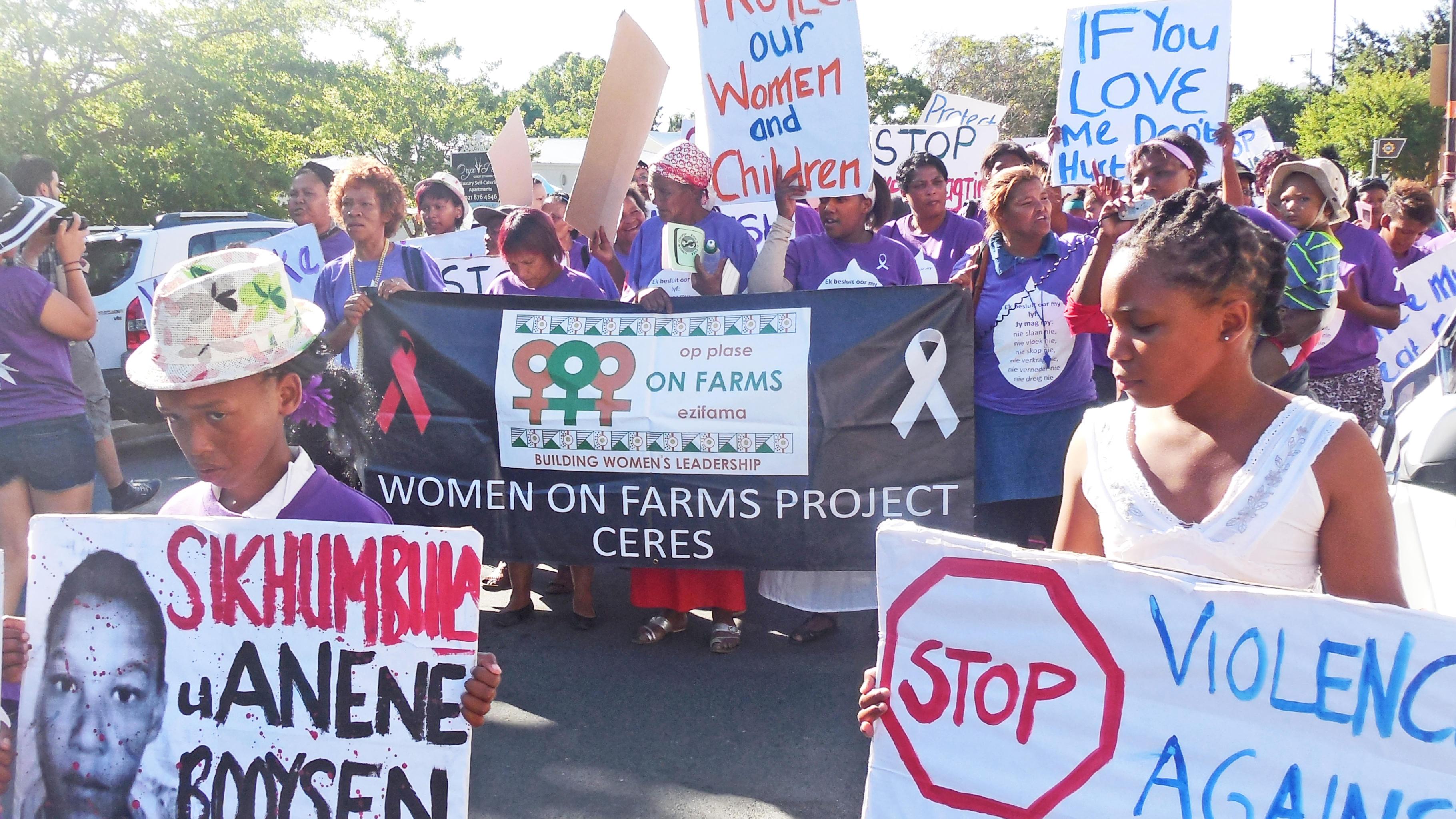 Frauen und Kinder demonstrieren