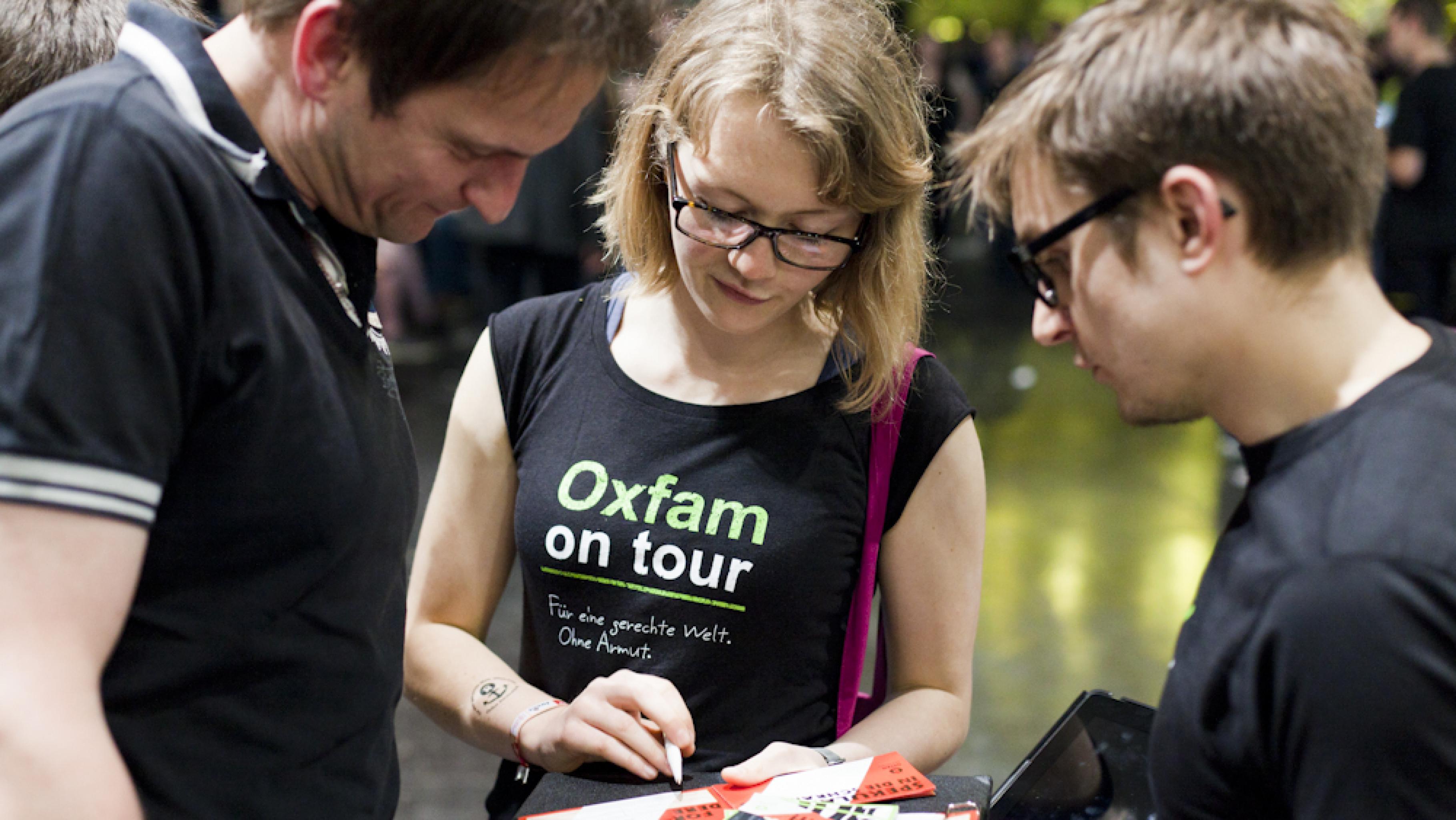 Konzertaktivist*innen sammeln Unterschriften