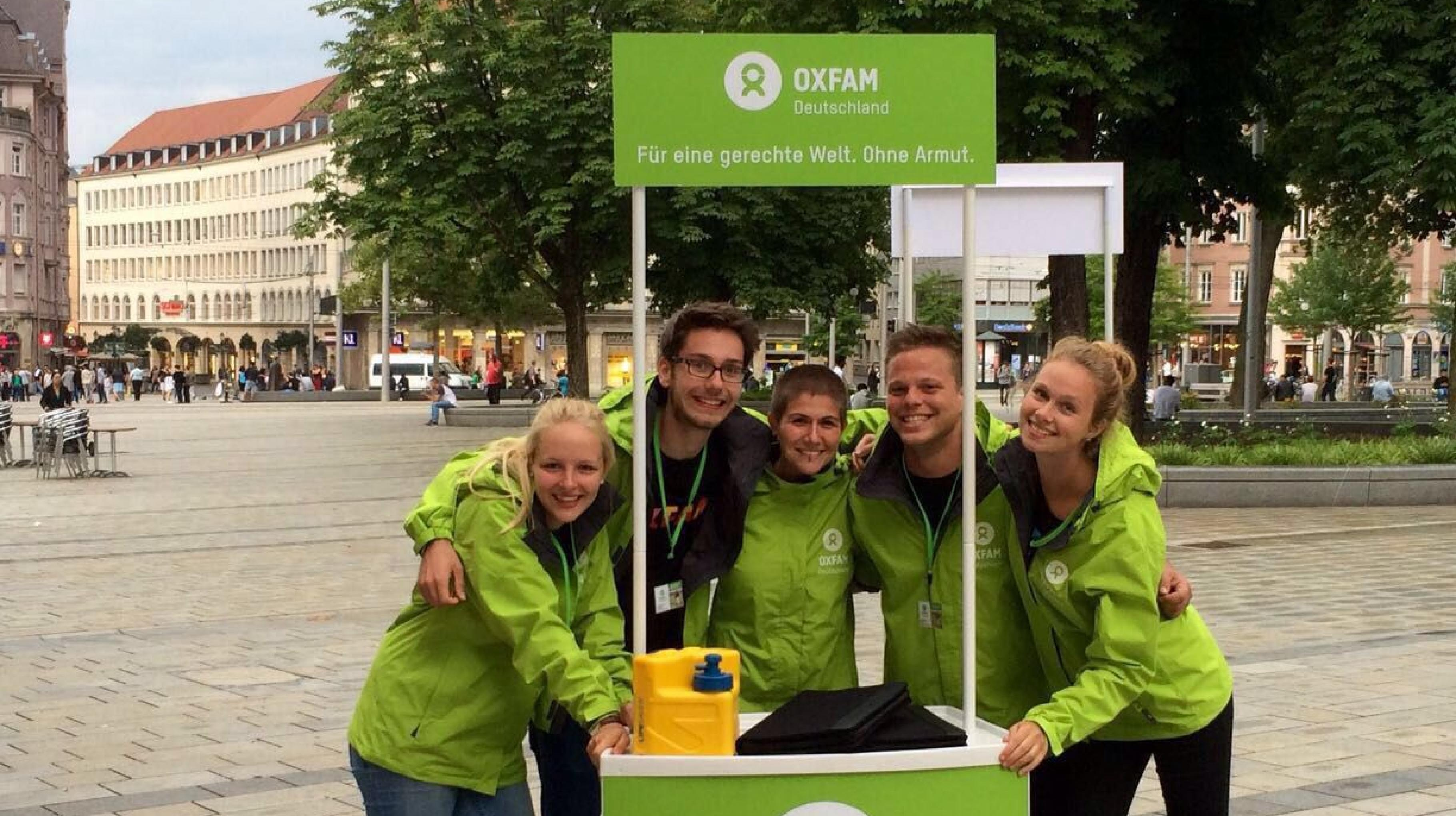 Das Oxfam on the Road-Team am Infostand