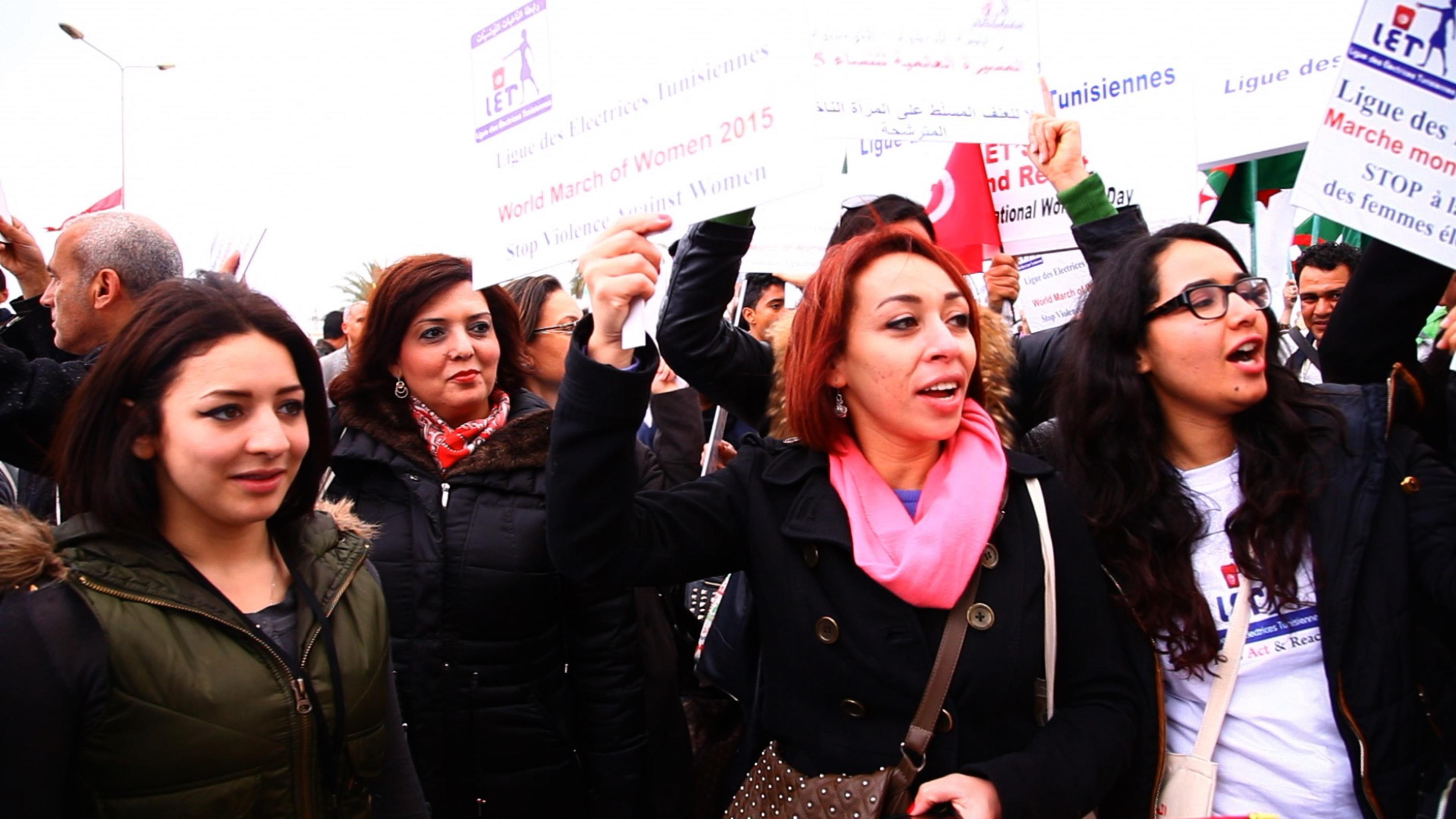 Die Mitglieder der Frauenorganisation LET demonstrieren gegen Benachteiligung und für mehr Teilhabe von Frauen in der Politik. (März 2015)