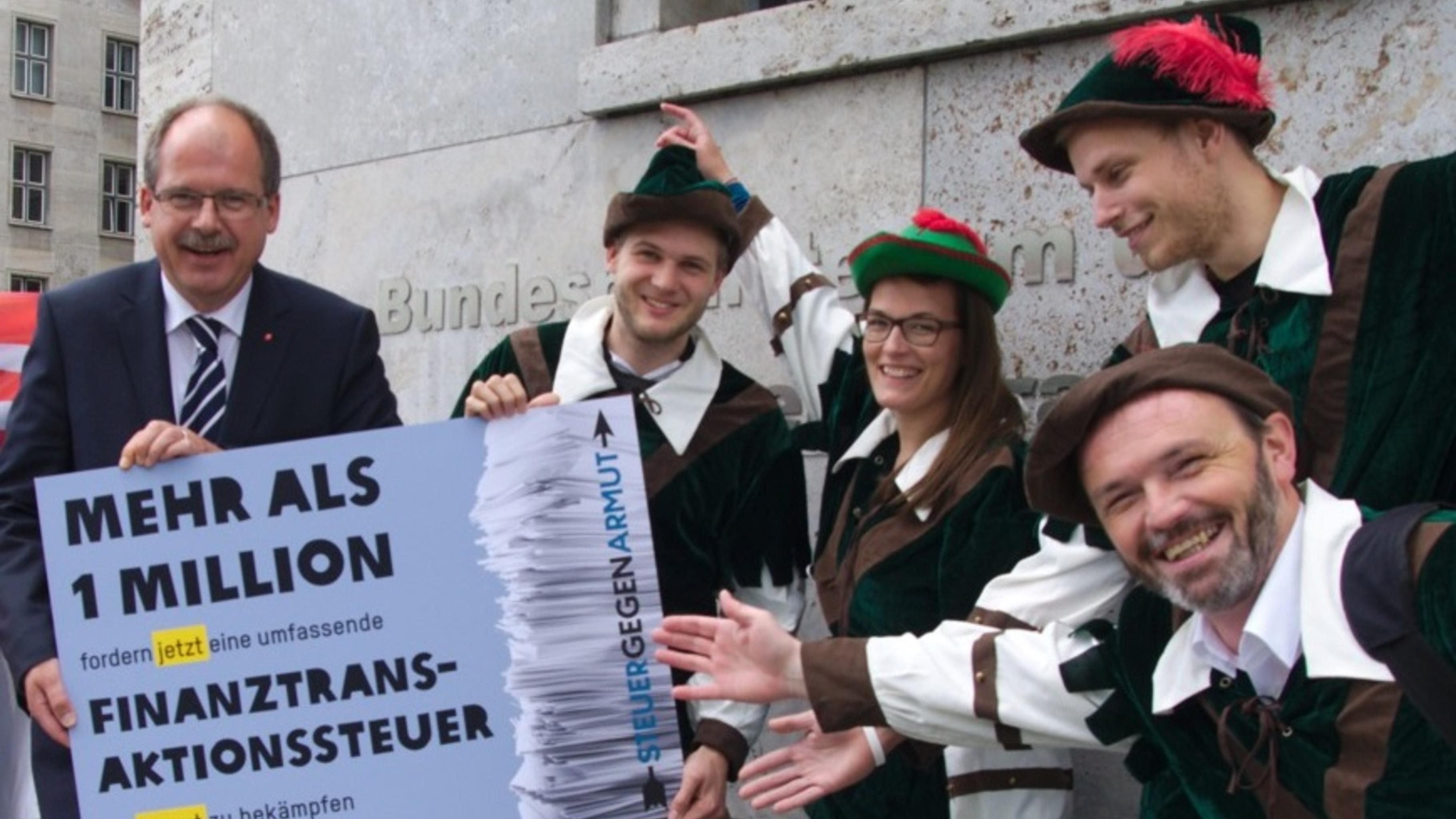 Übergabe 1-Million-Petition Steuer gegen Armut