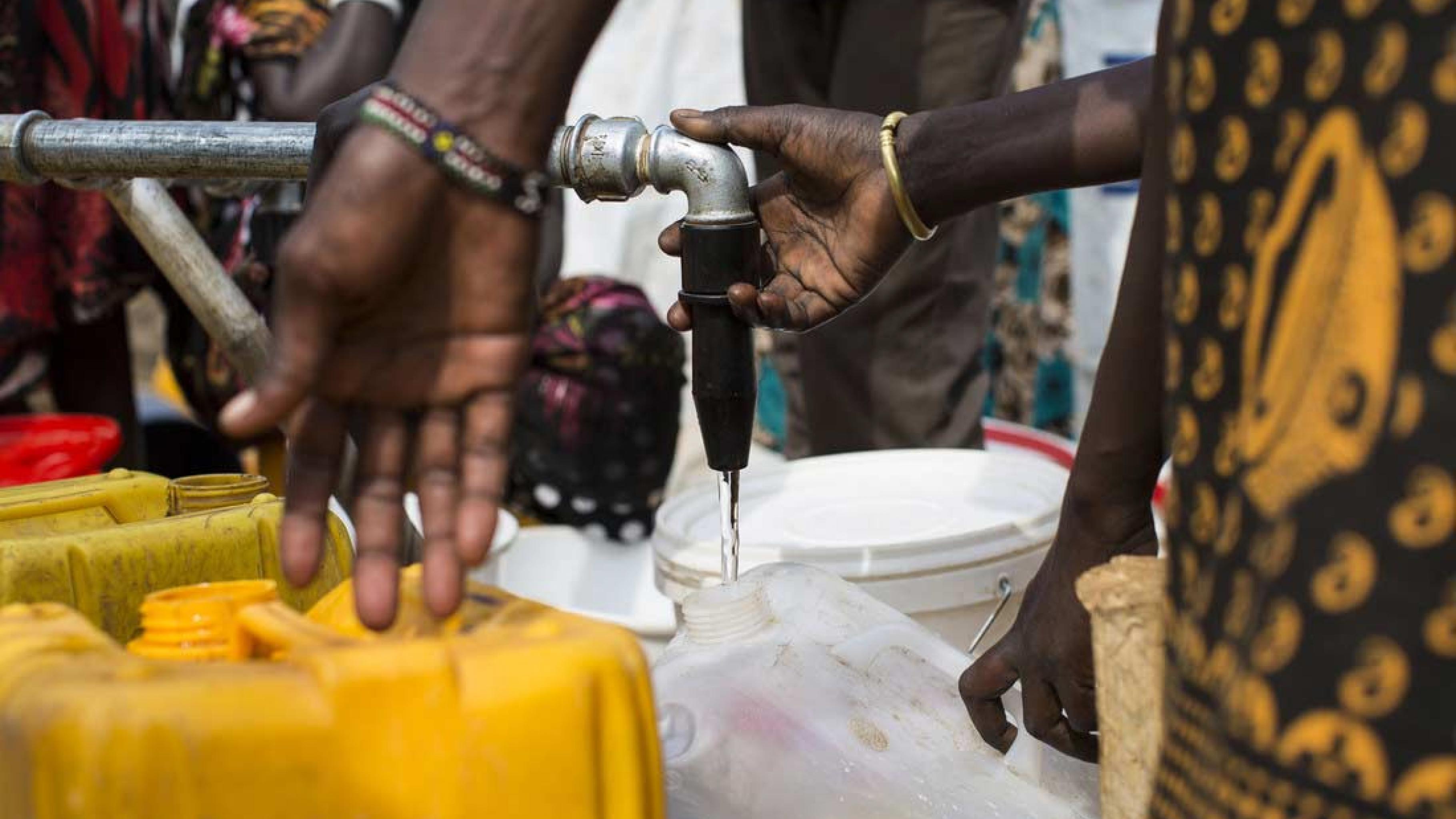 Oxfam versorgt die Menschen im Südsudan mit sauberem Wasser und Lebensmitteln.