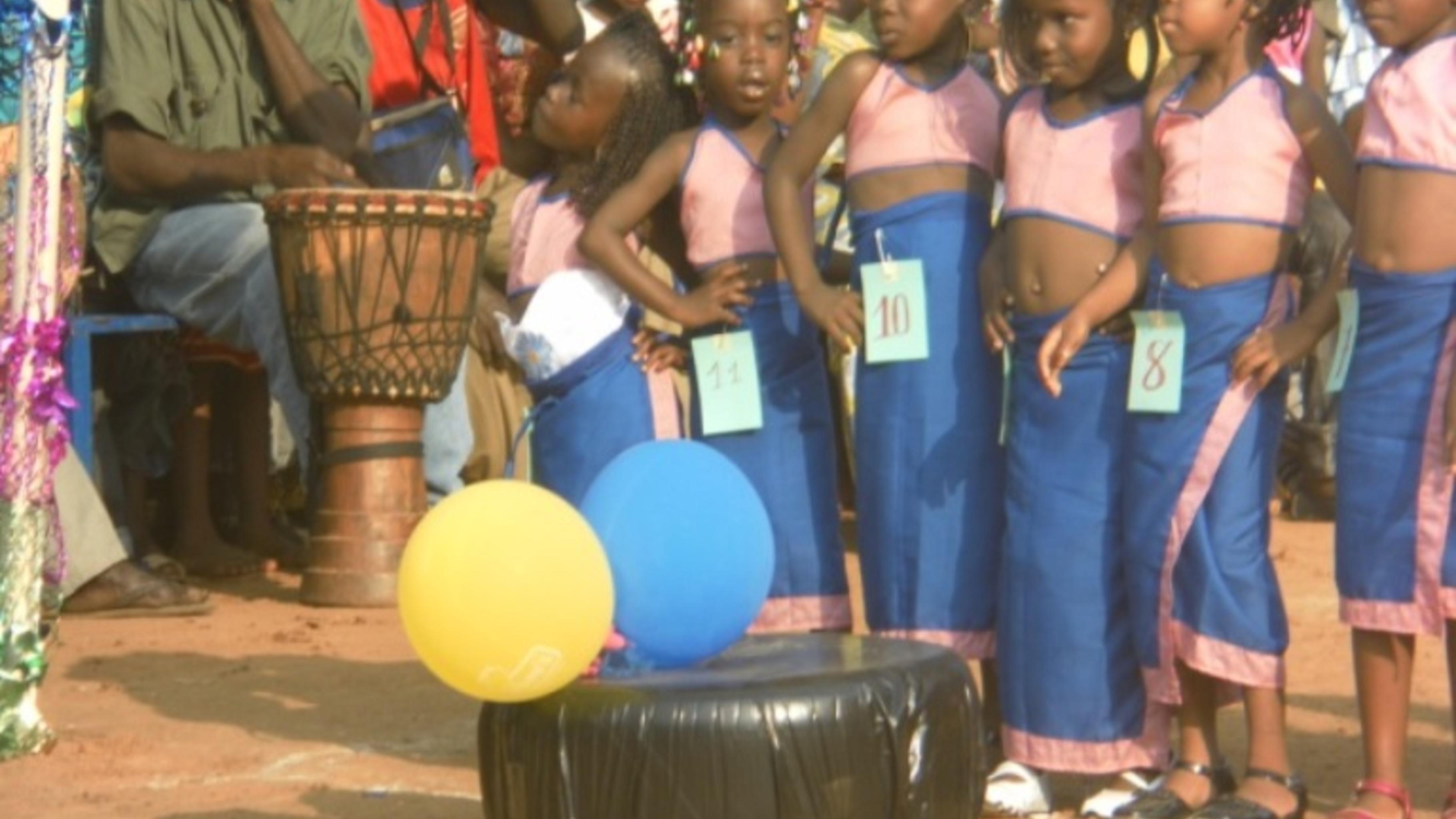 Foto: Kinder der Tagnè-Schulclubs im Wettkampf