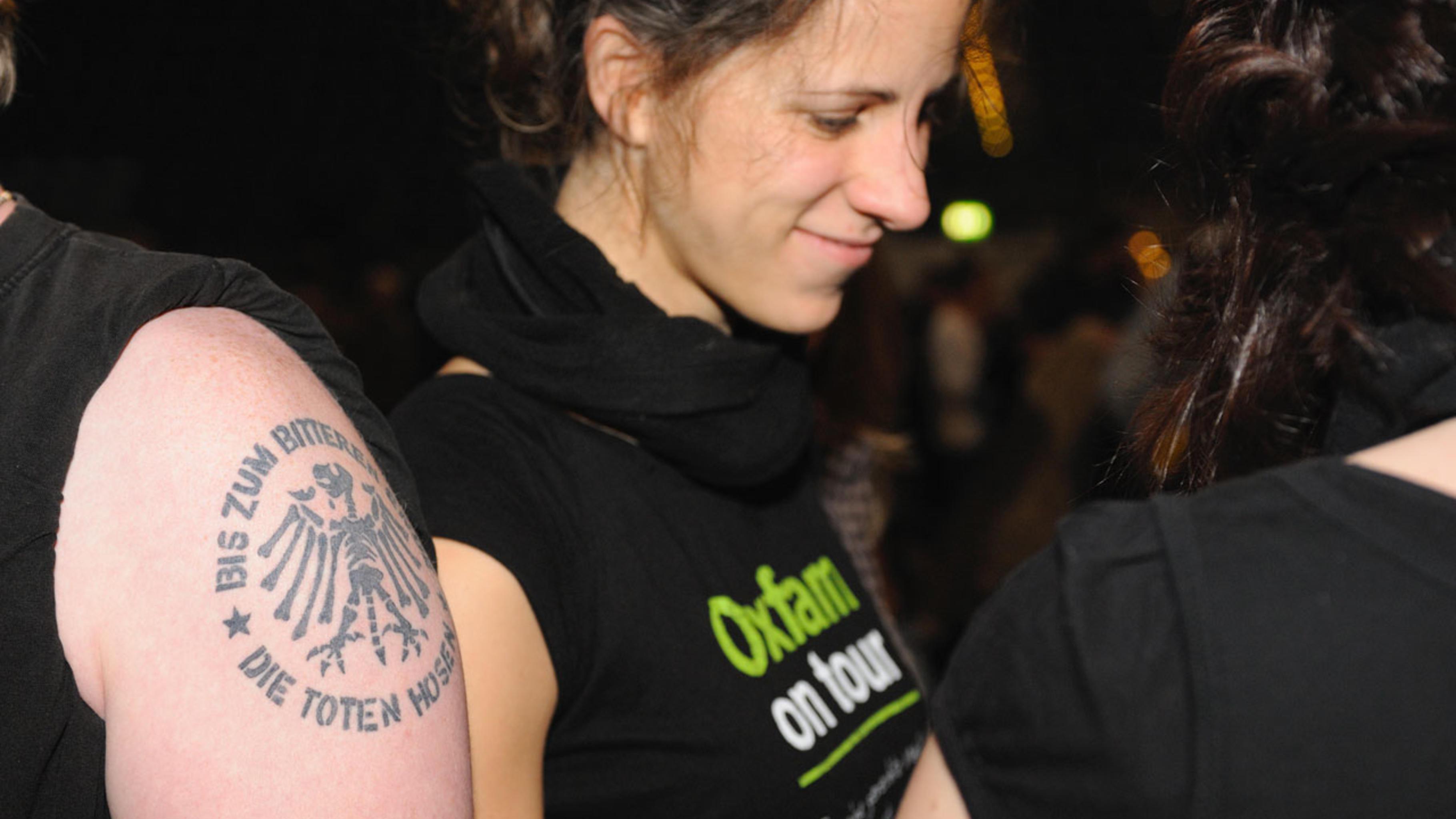 Der Krach Der Republik Oxfam Auf Tour Mit Den Toten Hosen