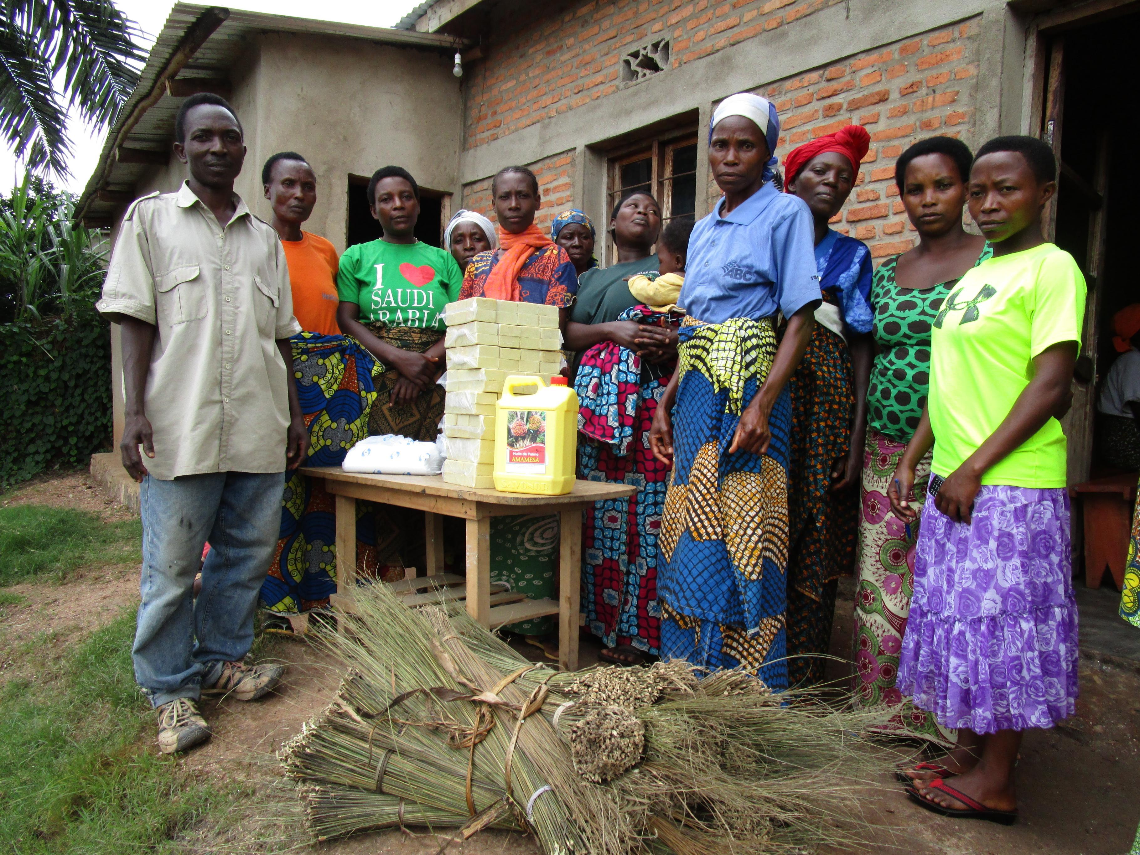 Seifenherstellung in der Kooperative Kundikigazi in Bubanza, Burundi