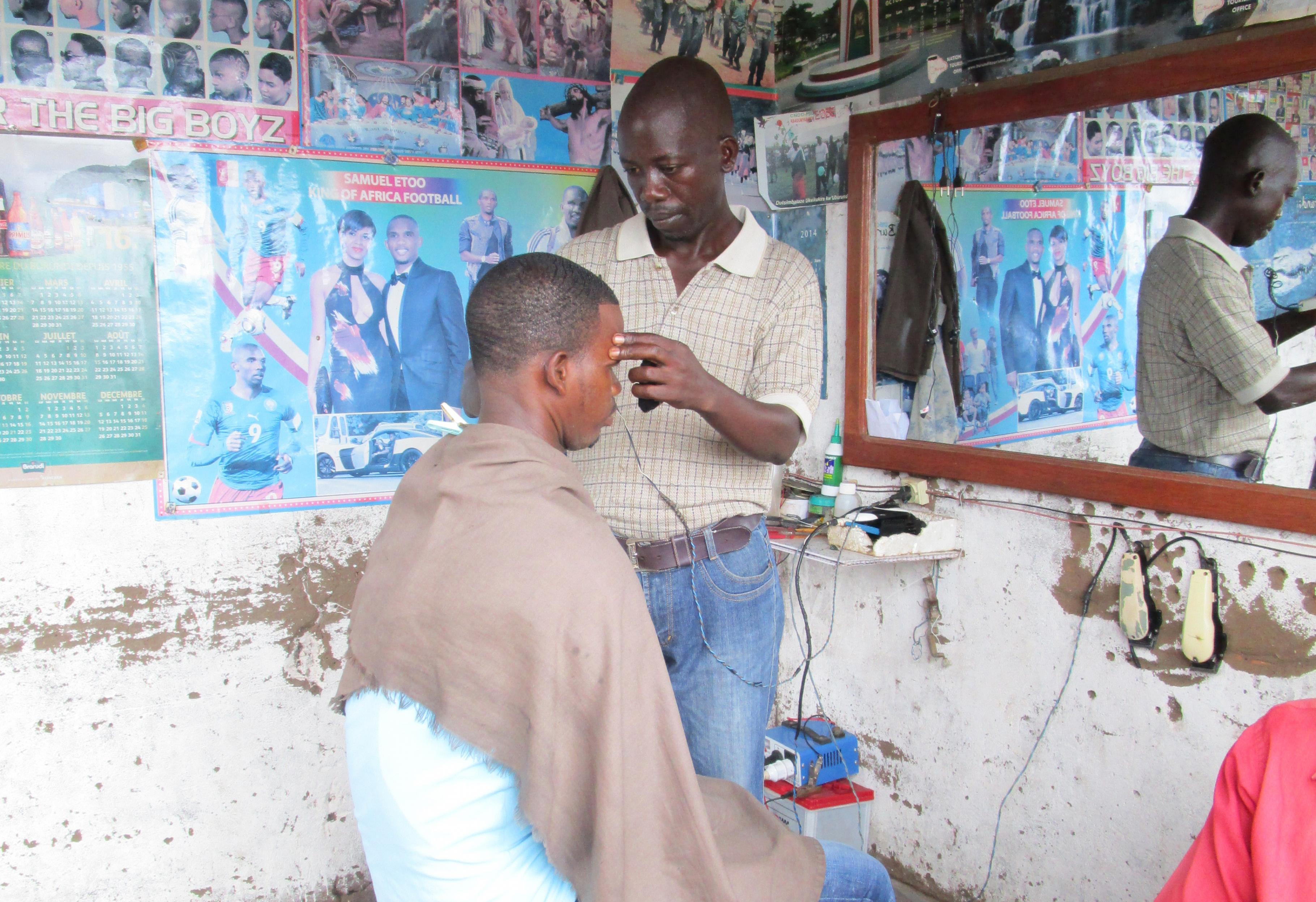 Ex-Kombattant arbeitet nun als Friseur