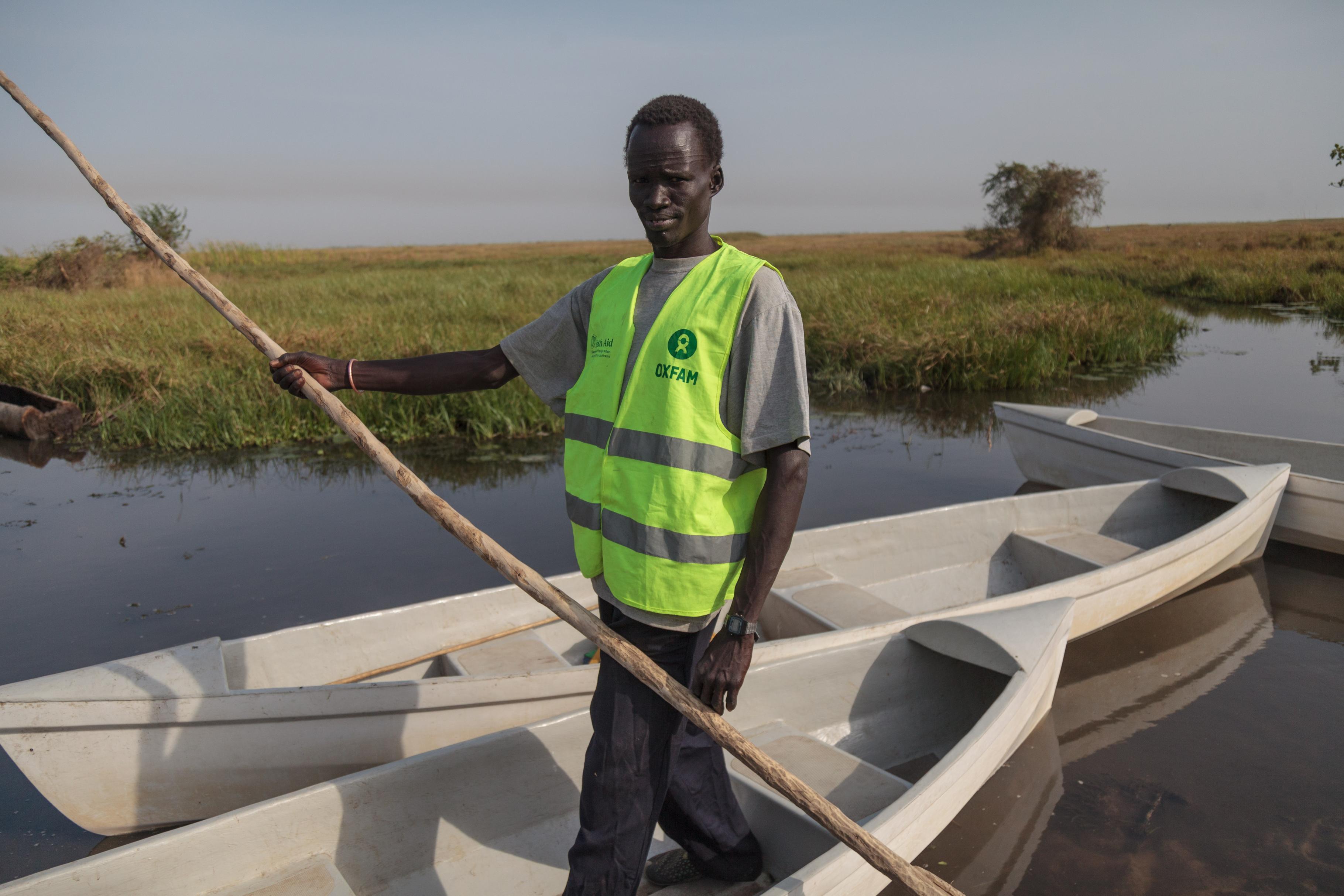 Gabrial auf einem Kanu in Nyal