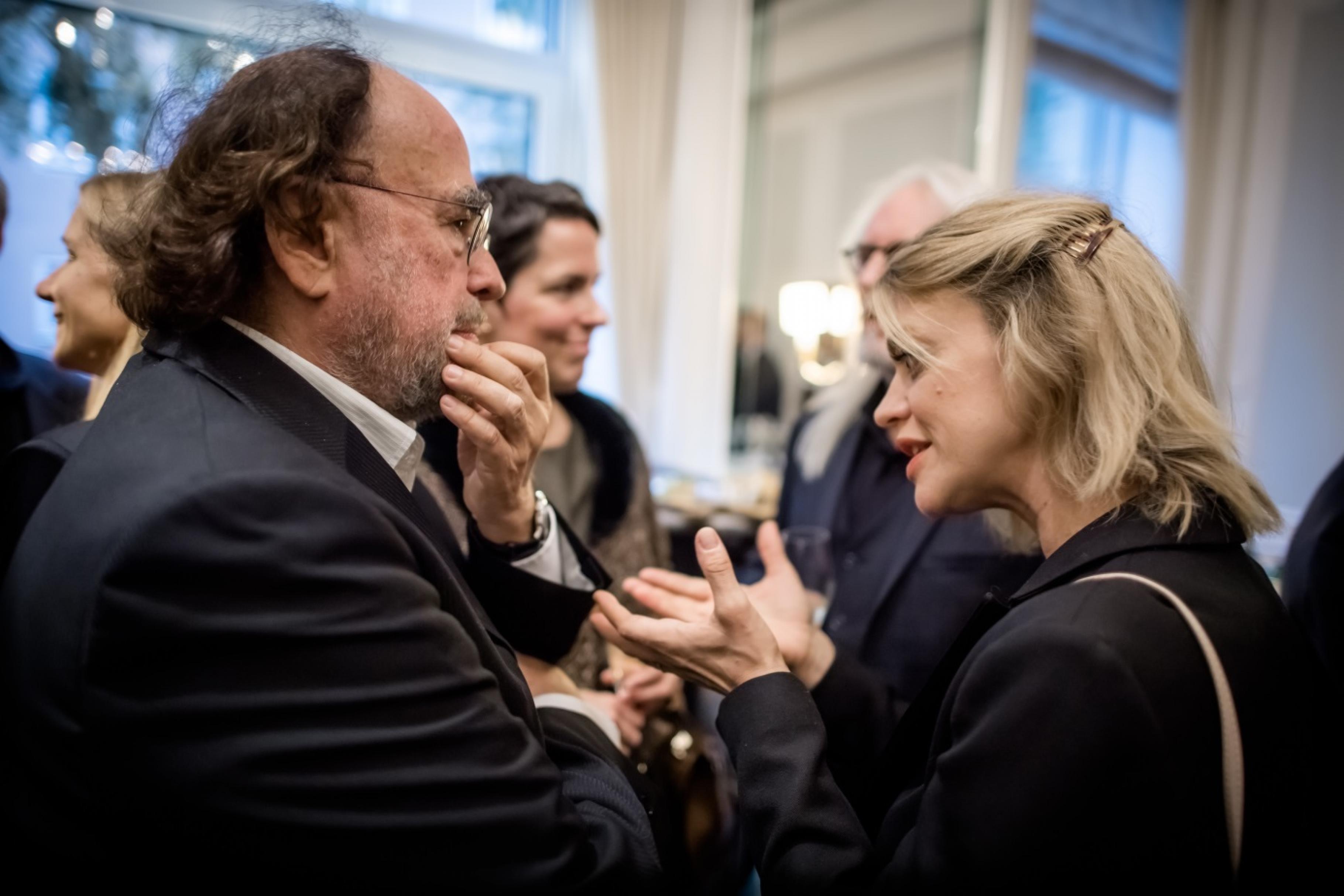 Heike Makatsch und Alfred Platow, Gründer und Vorstandsvorsitzender von Ökoworld, im Gespräch.