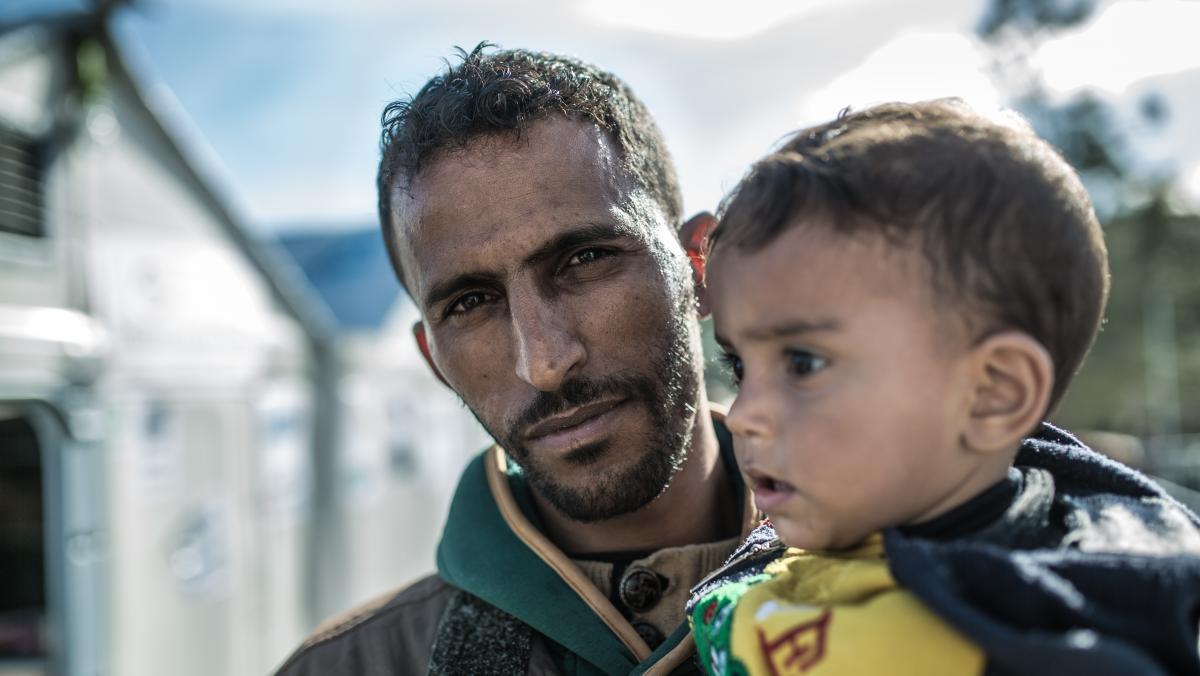 Flucht aus Syrien - Omar mit seinem zweijährigem Sohn