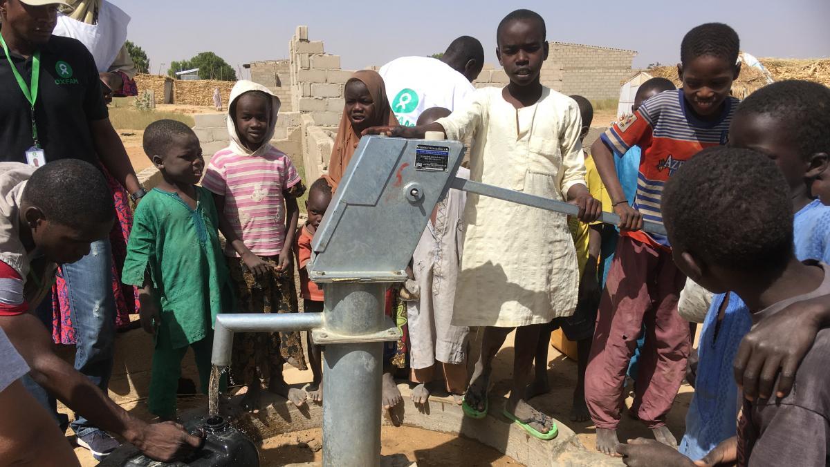 Oxfam unterstützt die Menschen in Nigeria mit sauberem Wasser