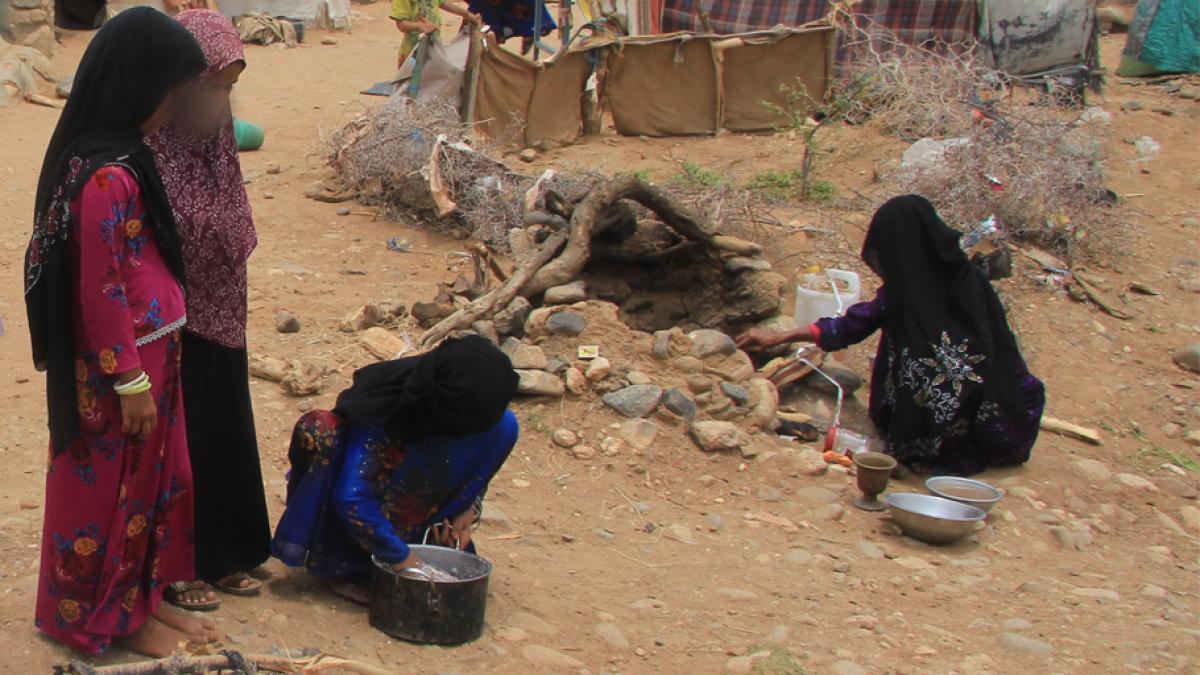 Ahmeds Schwestern im Abs-Camp für Binnenvertriebene