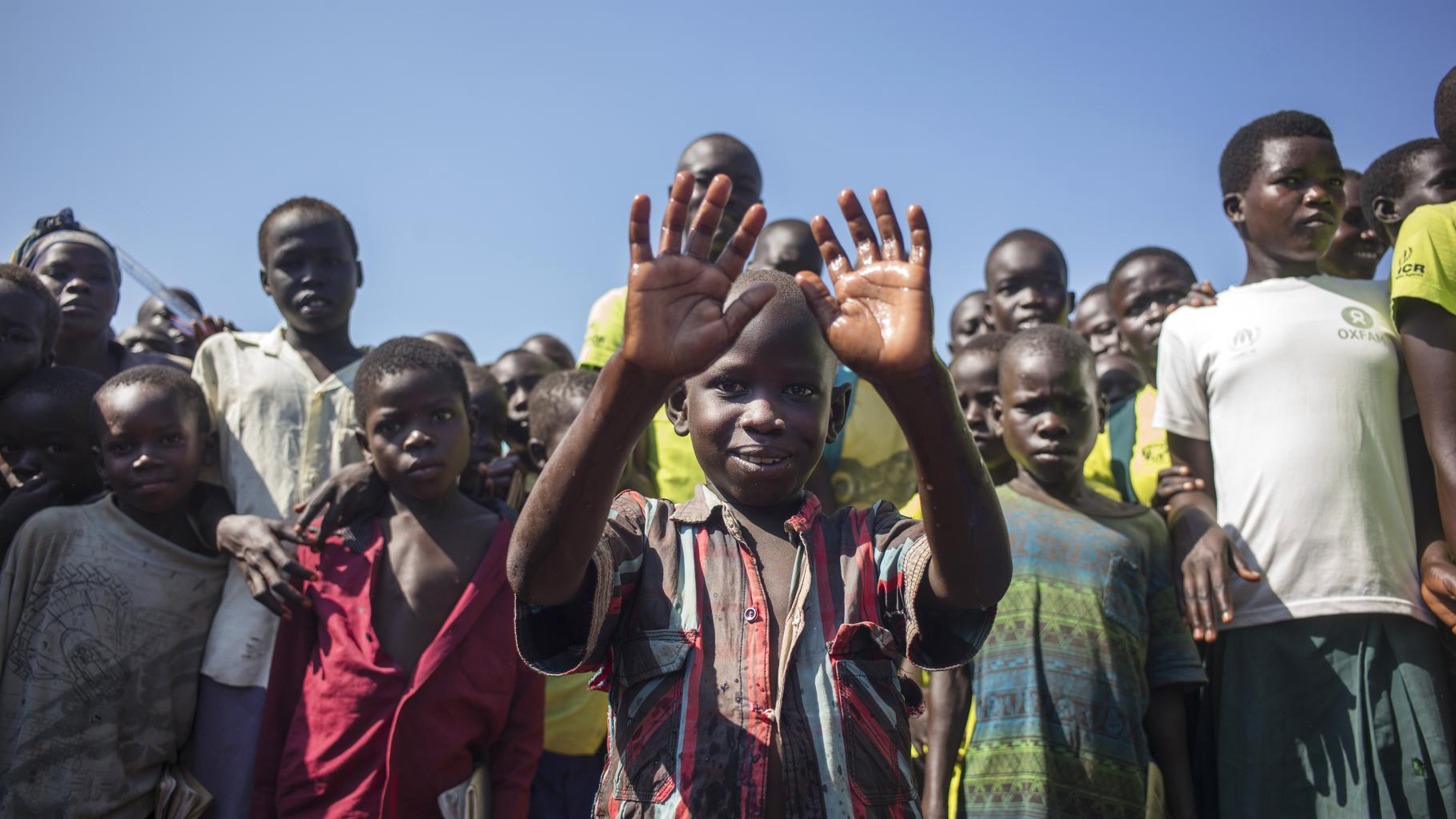 Georgeas aus dem Südsudan in der Flüchtlingssiedlung in Uganda