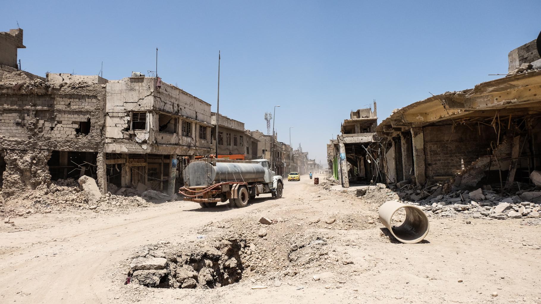 Zerstörte Straßen und Gebäude in West-Mosul