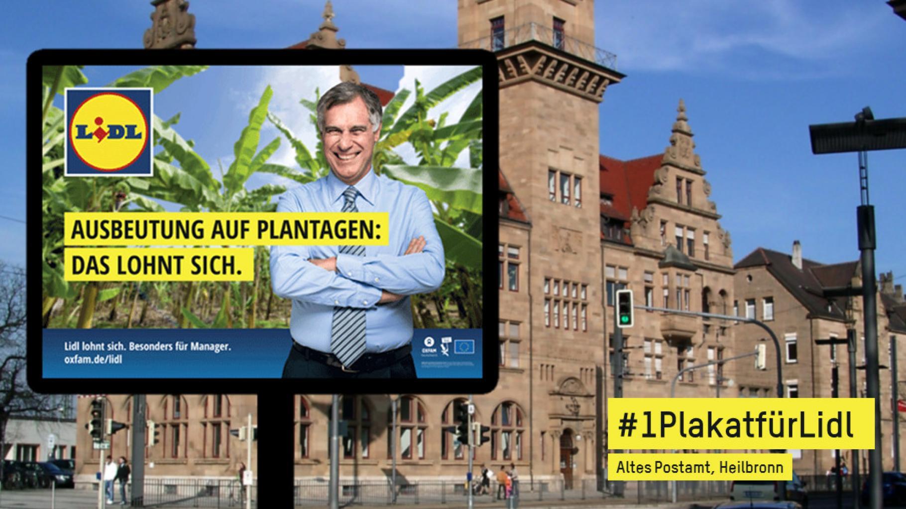 """Plakat mit der Aufschrift """"Ausbeutung auf Plantagen: Das lohnt sich. Lidl lohnt sich. Besonders für Manager. oxfam.de/lidl"""" vor der Kulisse des Alten Postamts in Heilbronn"""