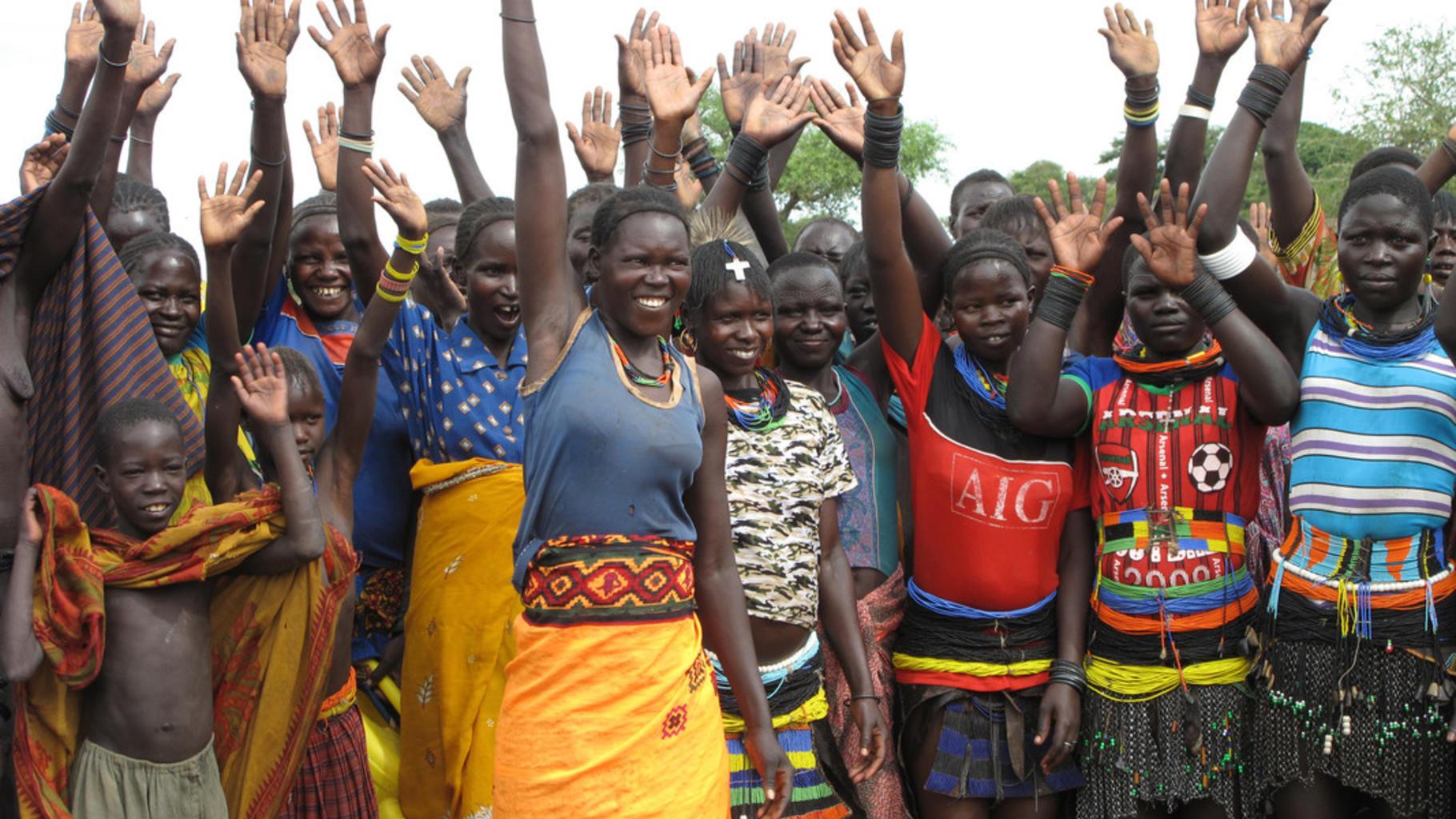 Frauen in Uganda stimmen für neues Saatgut