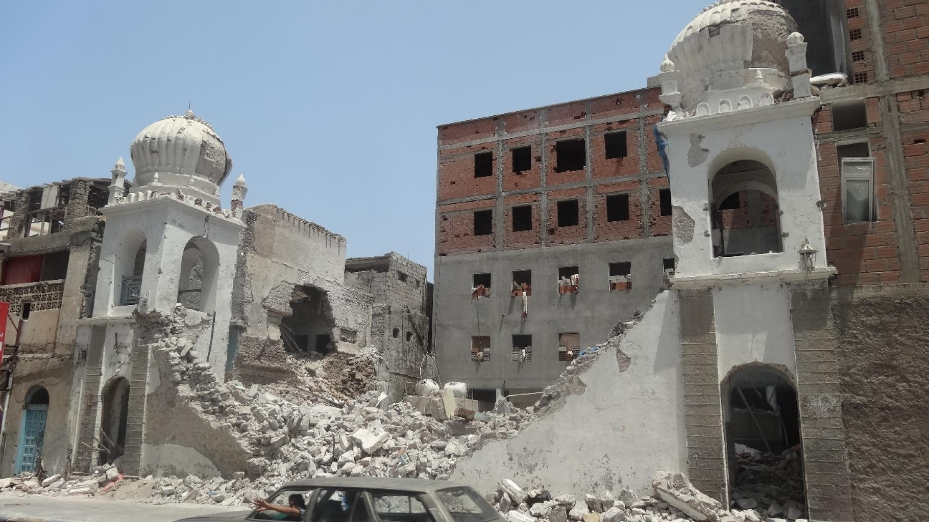 Kaputt gebombtes Haus im Jemen