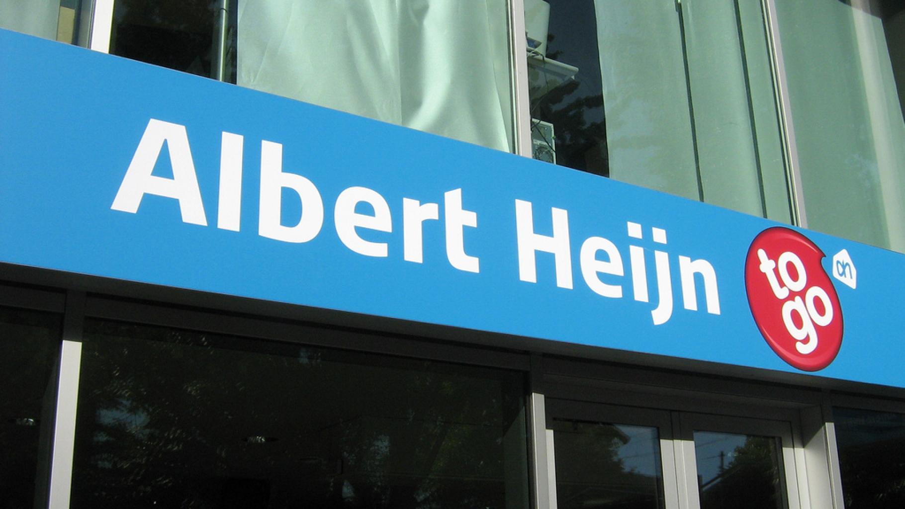 """Schild über dem Eingang eines """"Albert Heijn to go""""-Mini-Markts in Amsterdam"""
