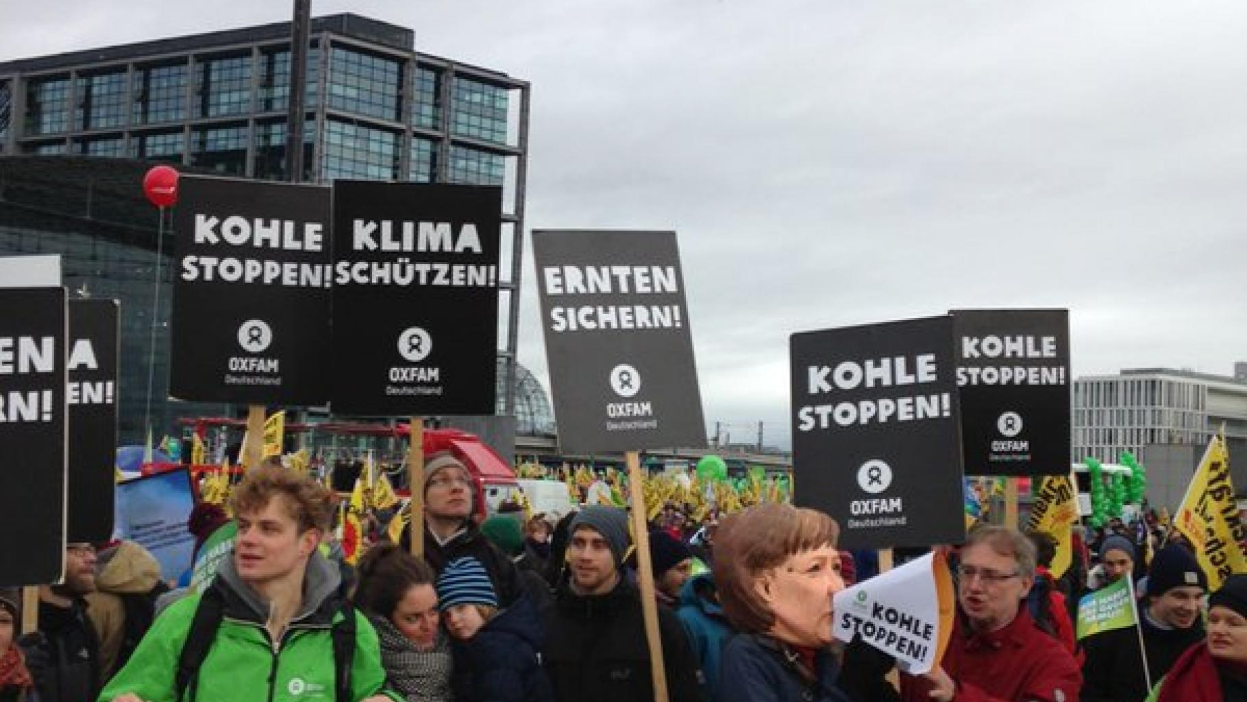 Oxfam-Aktivisten/Innen beim Global Climate March in Berlin, 29.11.2015