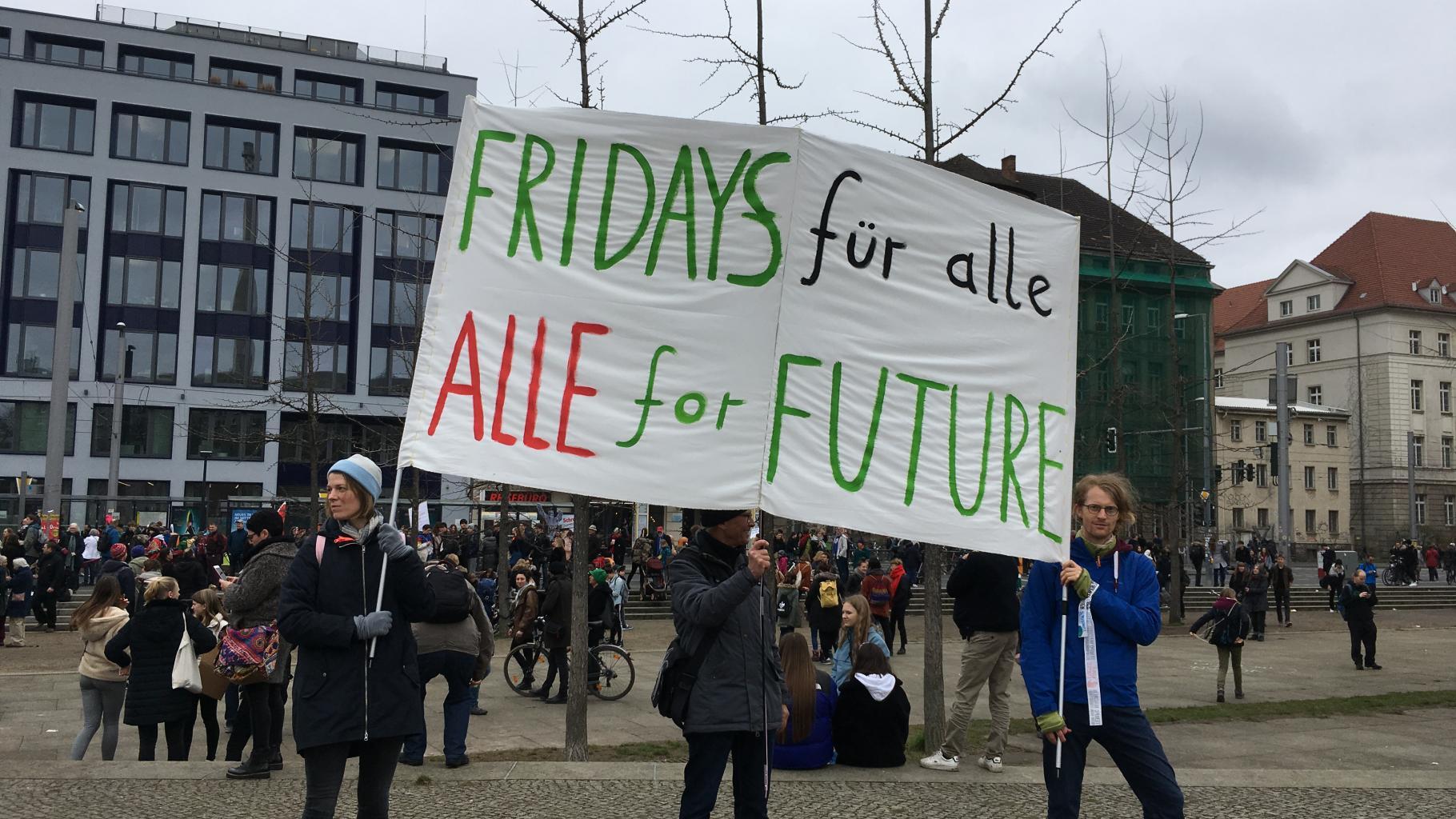 """Eines der vielen Banner auf der """"Fridays for Future""""-Klima-Demonstration in Berlin"""