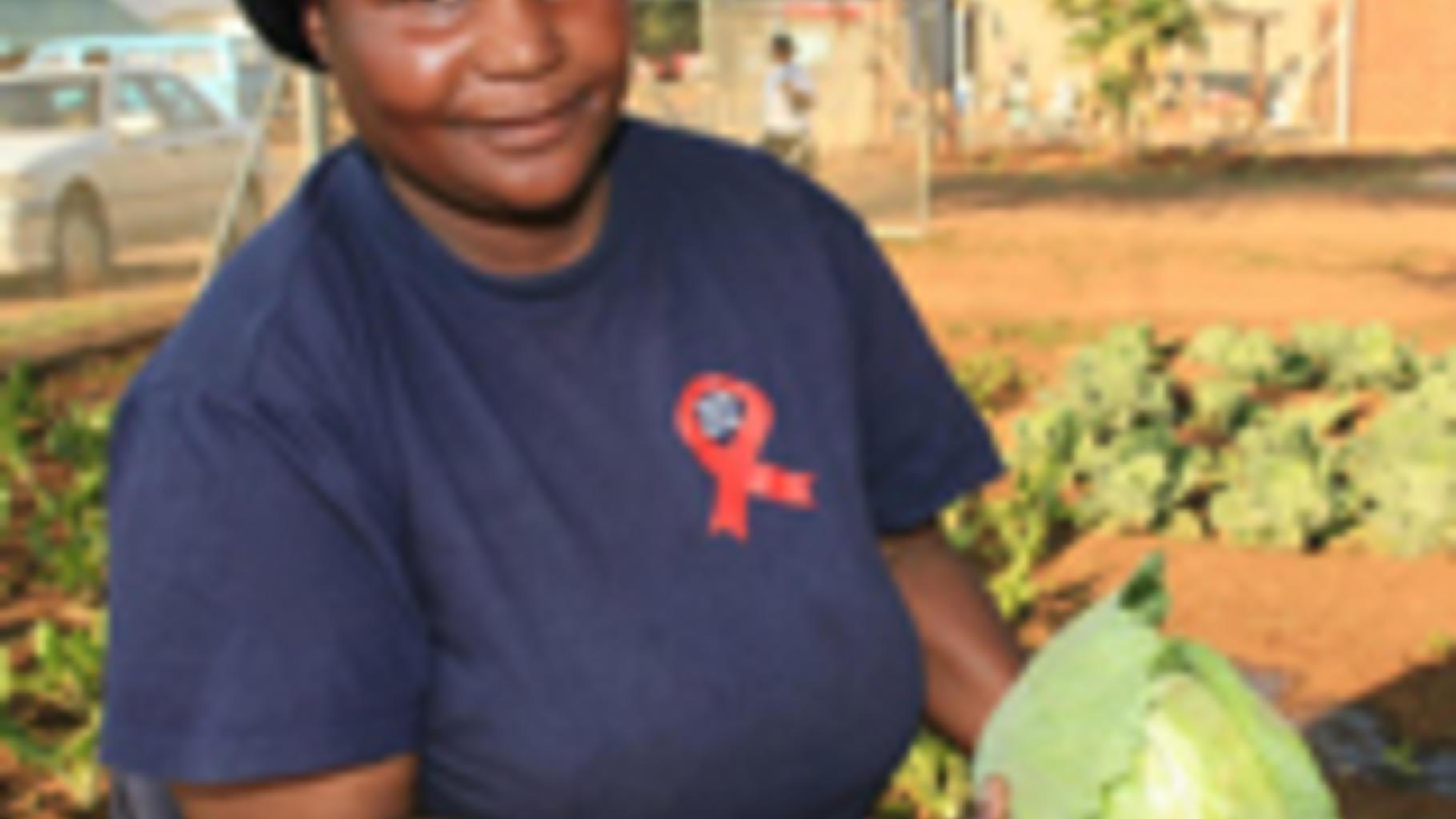 Foto: Jozini in ihrem Hand bewässerter Garten.