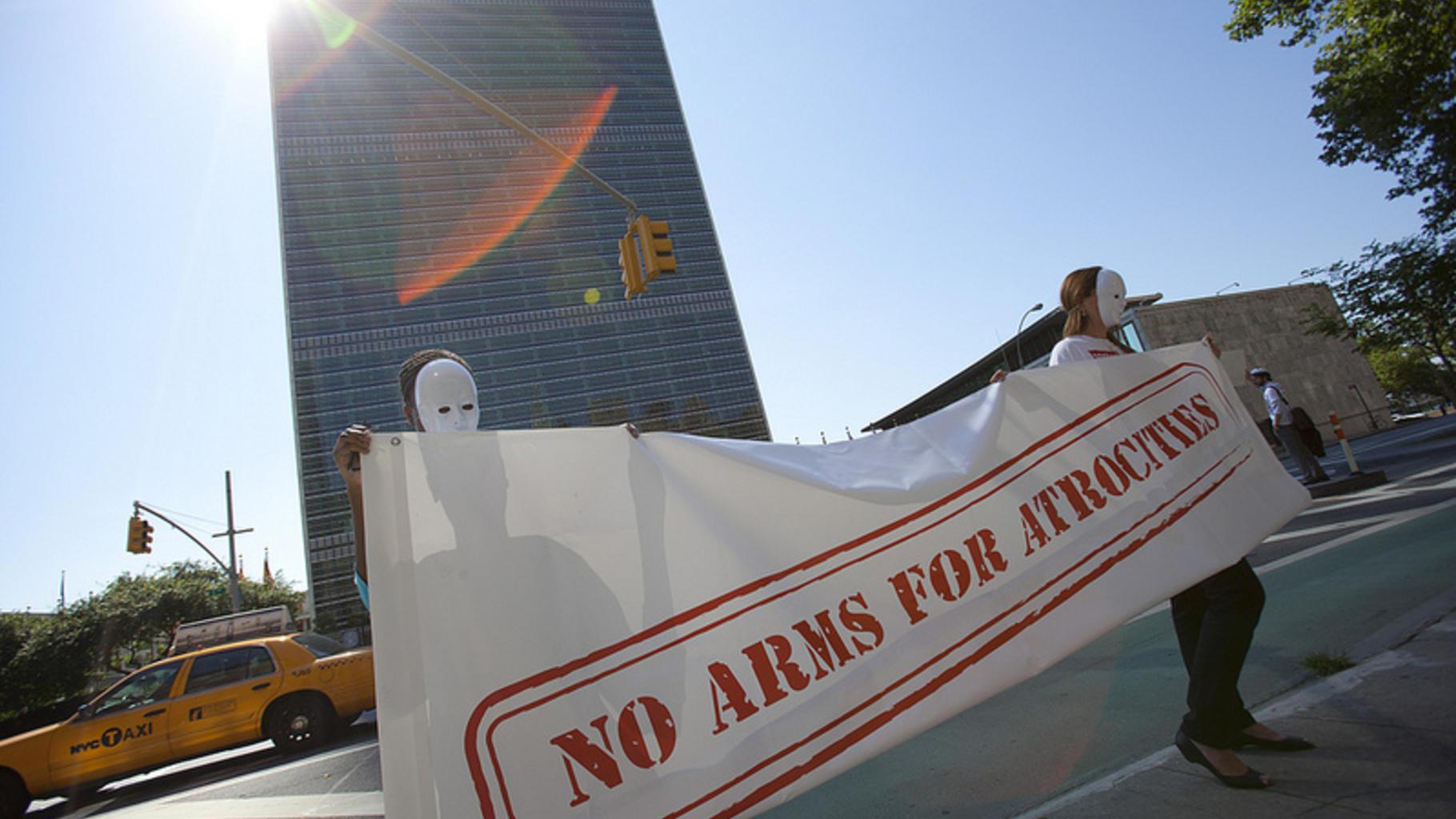 Control Arms Banner vor dem UN-Gebäude. Copyright: Control Arms