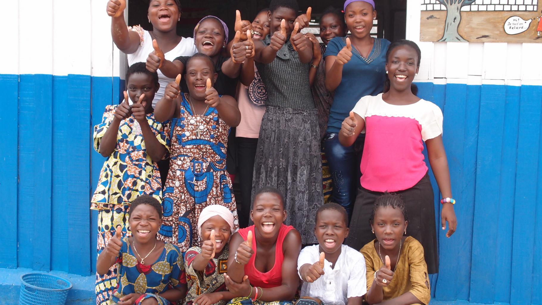 Mädchen auf dem Markt von Gbèdégbé, Benin
