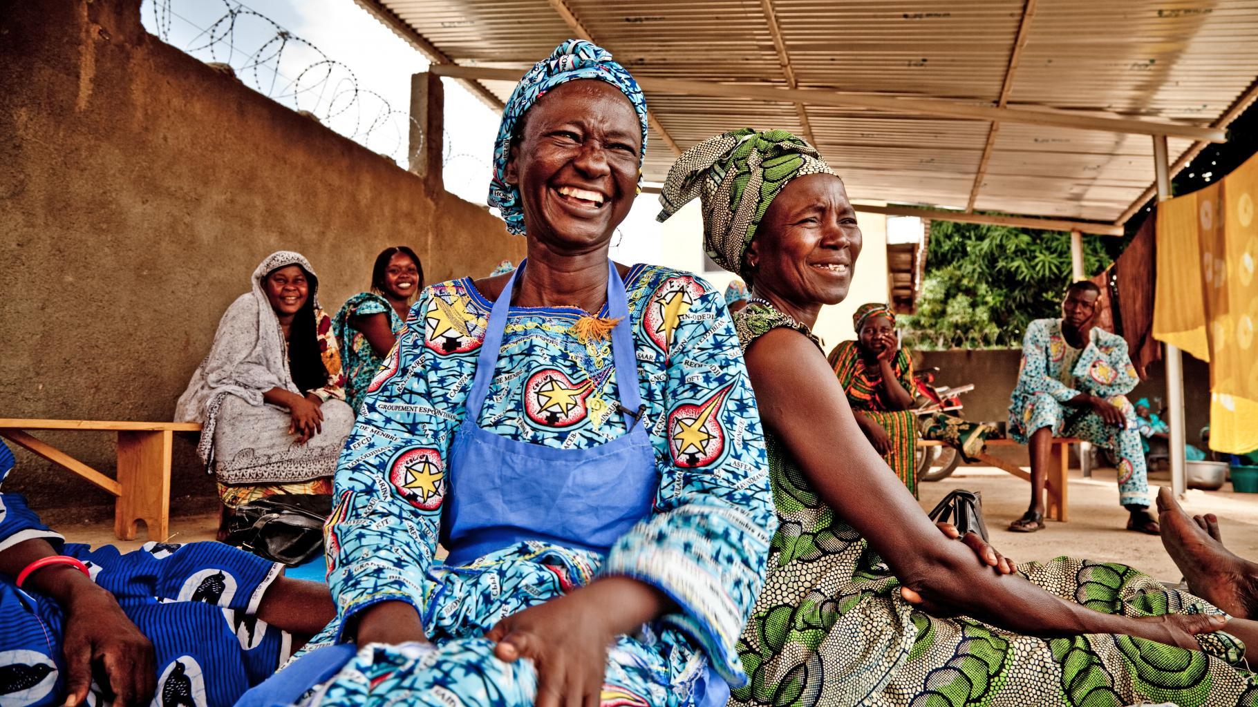 lachende Frauen im Tschad